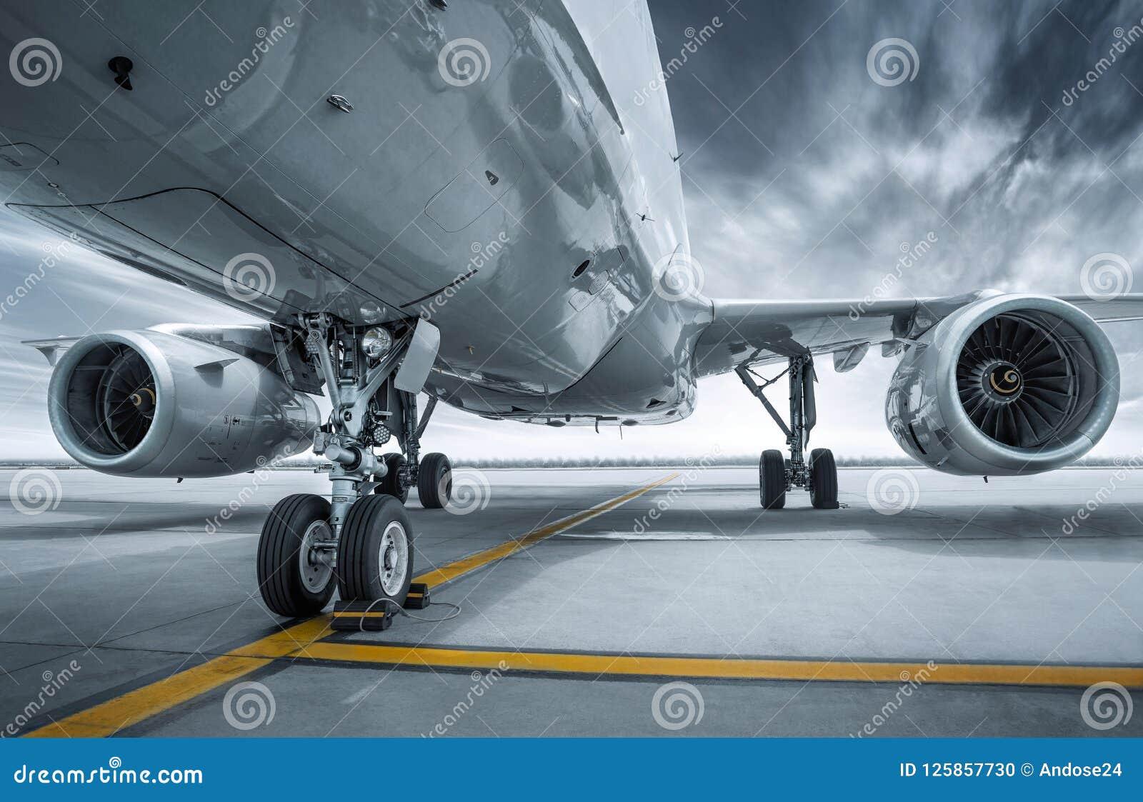 Современный авиалайнер