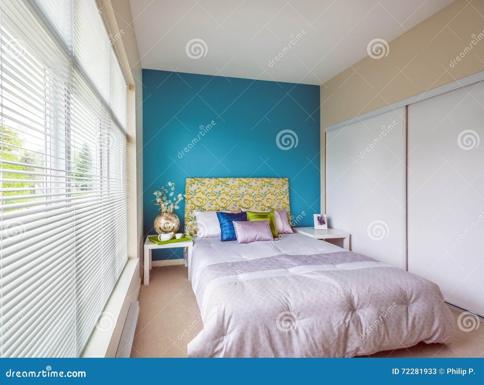 Download Современный голубой дизайн интерьера спальни Стоковое Изображение - изображение насчитывающей валики, аккомпанименты: 72281933
