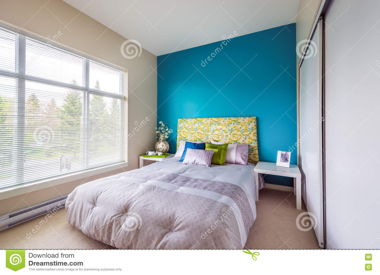 Download Современный голубой интерьер спальни Стоковое Фото - изображение насчитывающей конструктор, конструкция: 72281952