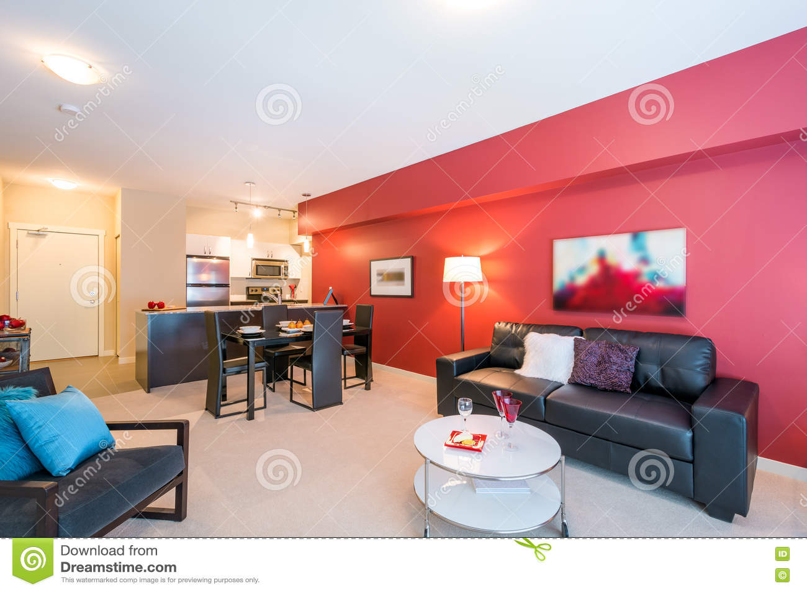 Download Современный красный дизайн интерьера живущей комнаты Стоковое Изображение - изображение насчитывающей аккомпанименты, семья: 72281957