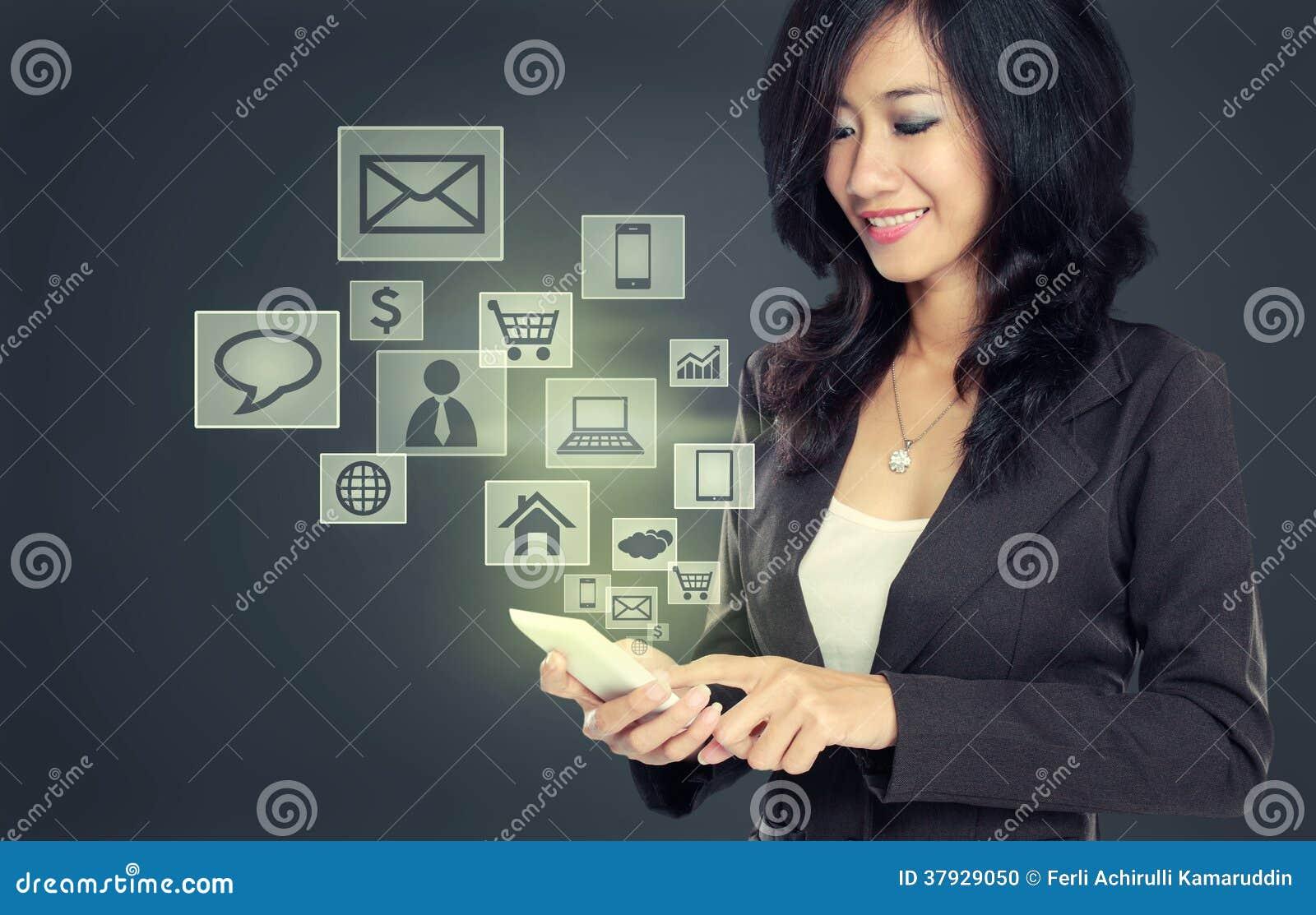 Современный мобильный телефон техники связи