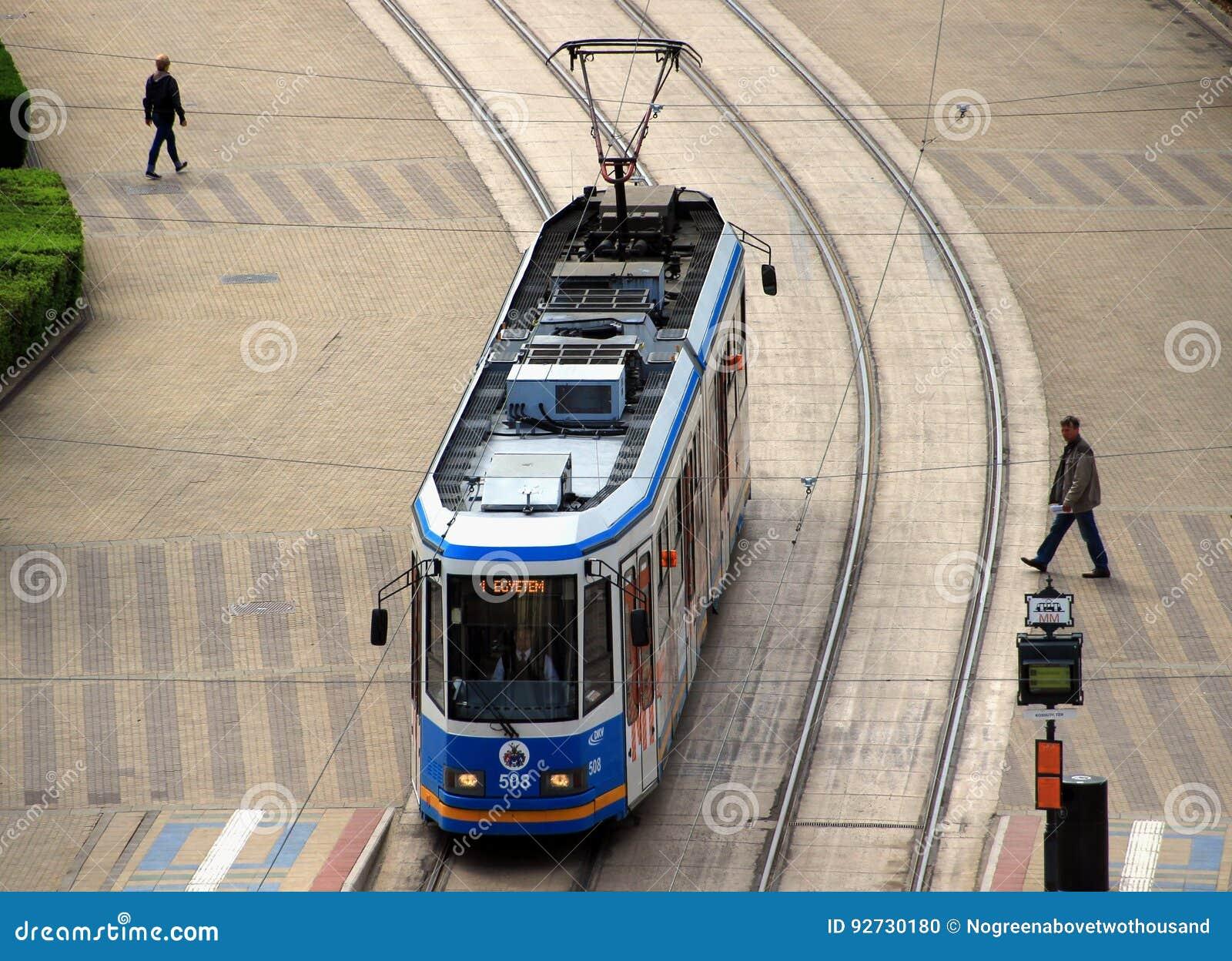 Современный трамвай Ganz в Дебрецене, Венгрии