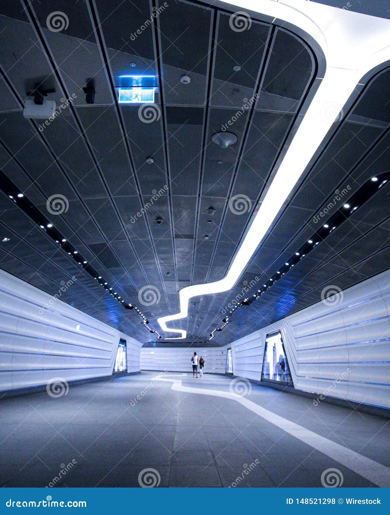 Современный футуристический дизайн подземного тоннеля