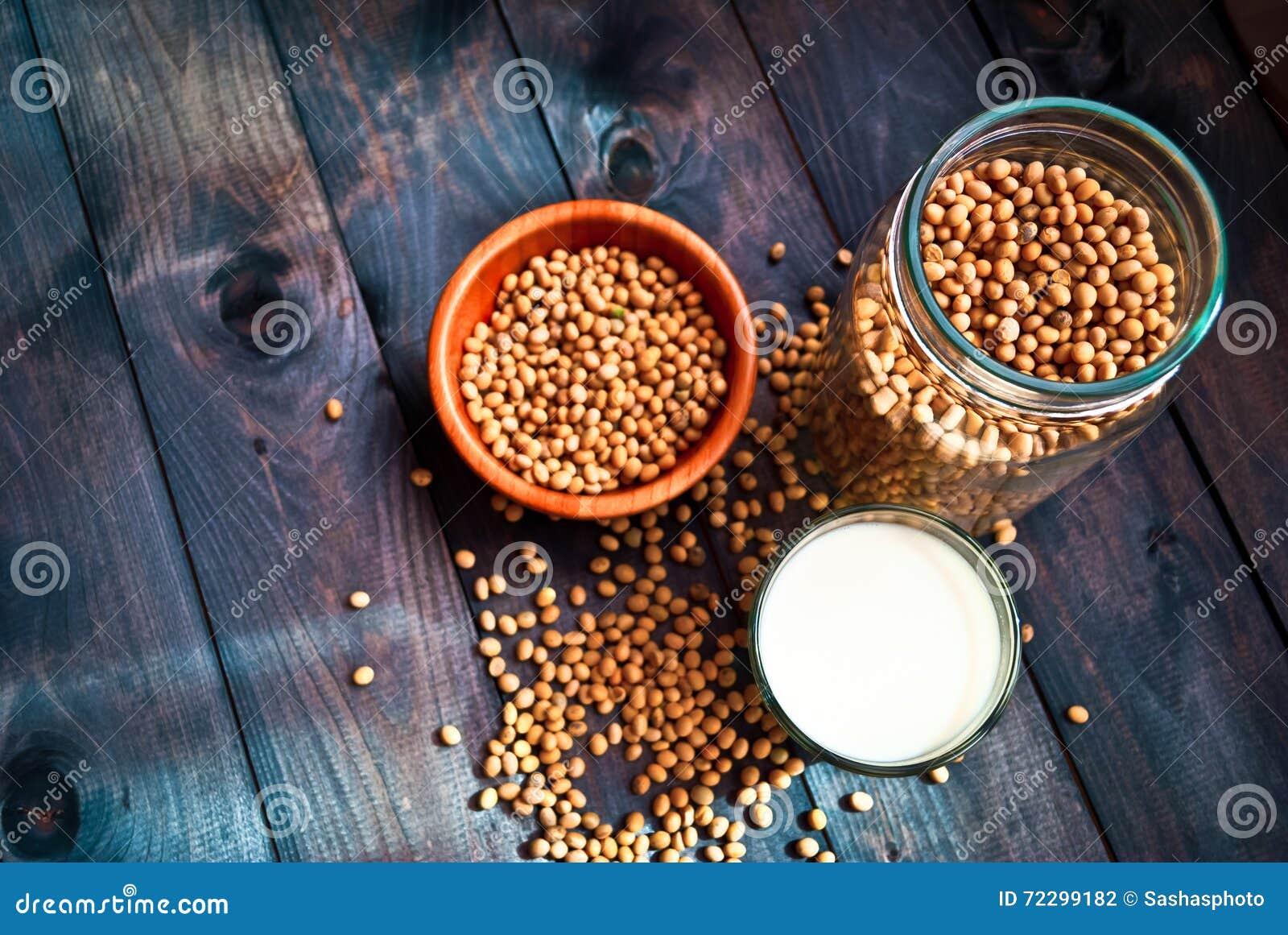 Download Соевое молоко и фасоли стоковое фото. изображение насчитывающей естественно - 72299182