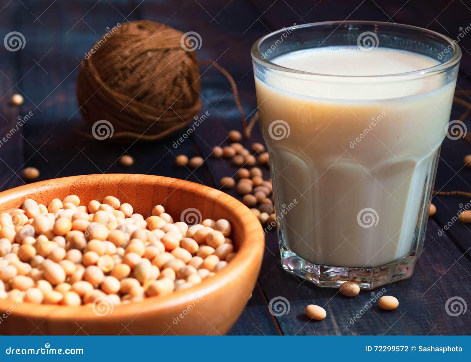 Download Соевое молоко и фасоли стоковое фото. изображение насчитывающей молоко - 72299572