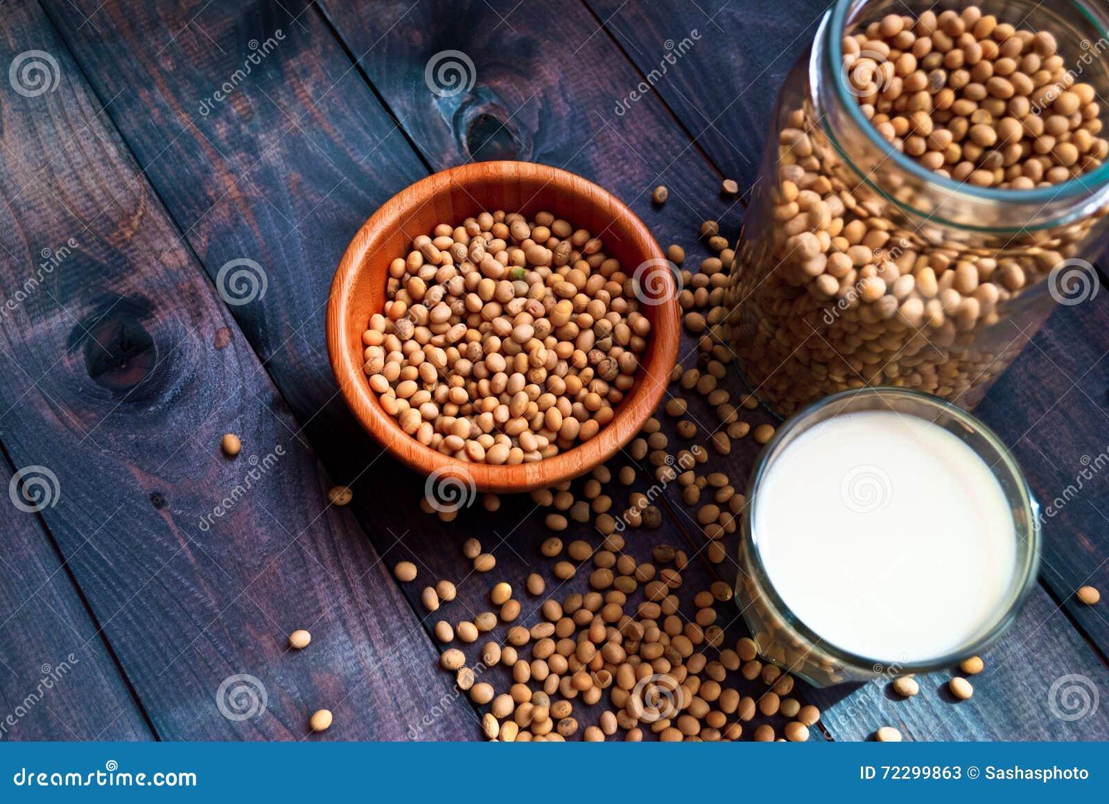 Download Соевое молоко и фасоли стоковое изображение. изображение насчитывающей чашка - 72299863