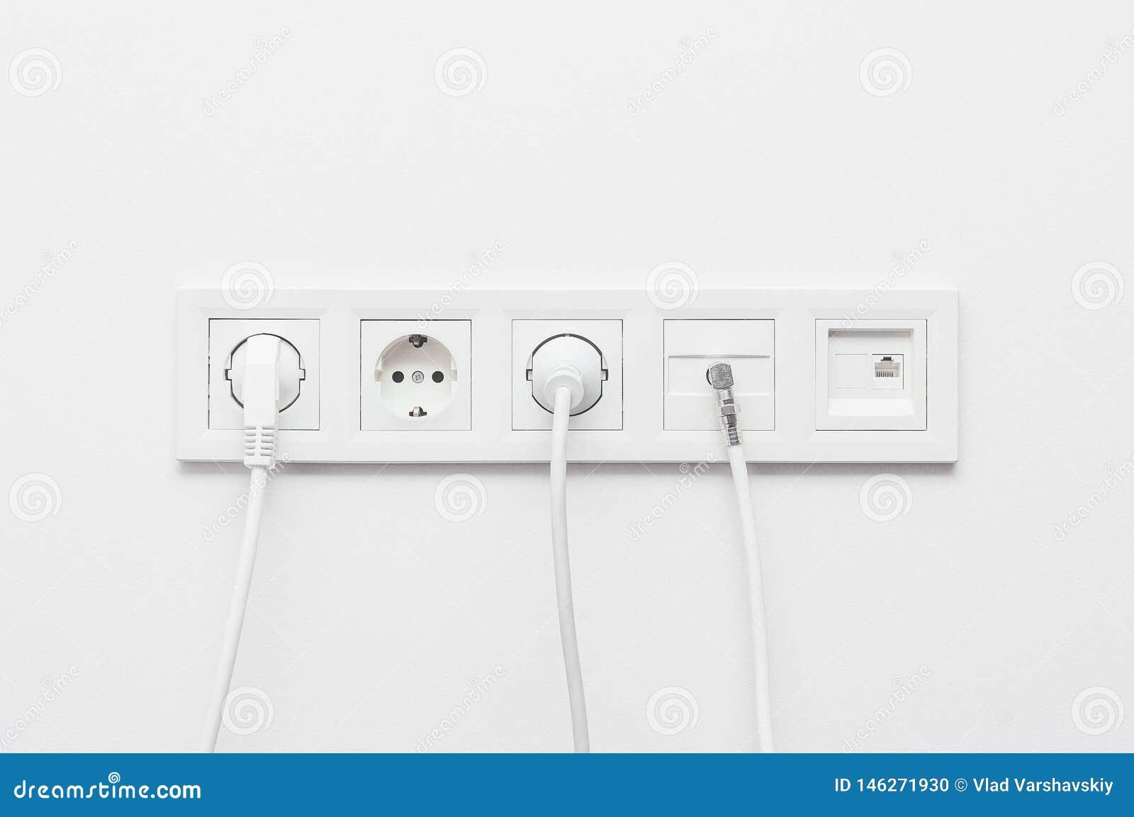 Соединение электрических приборов связывая проволокой гнезда для дизайна и конструкции