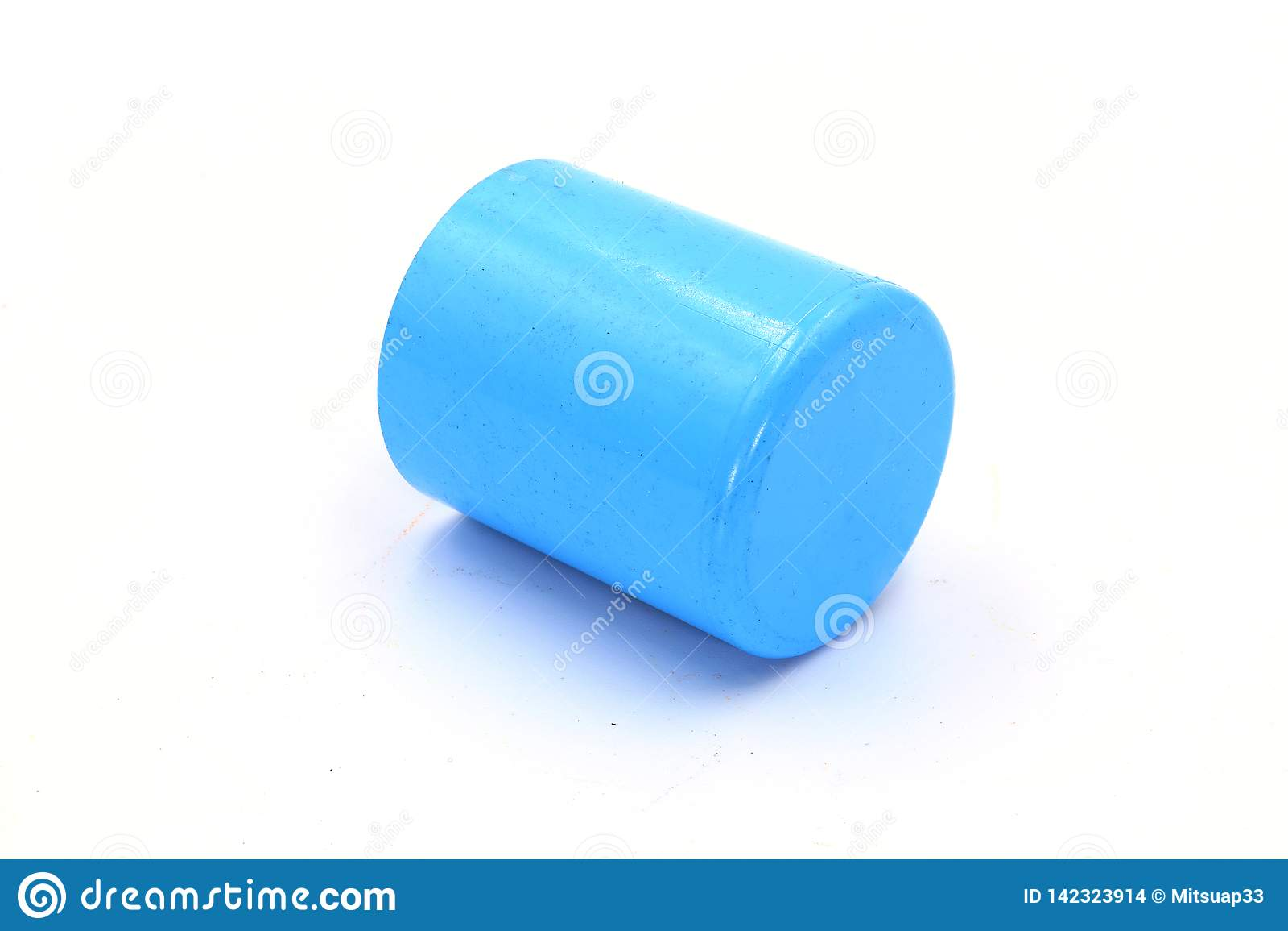 Соединения трубы PVC, штуцер трубы PVC, соединение PVC изолированное на белой предпосылке