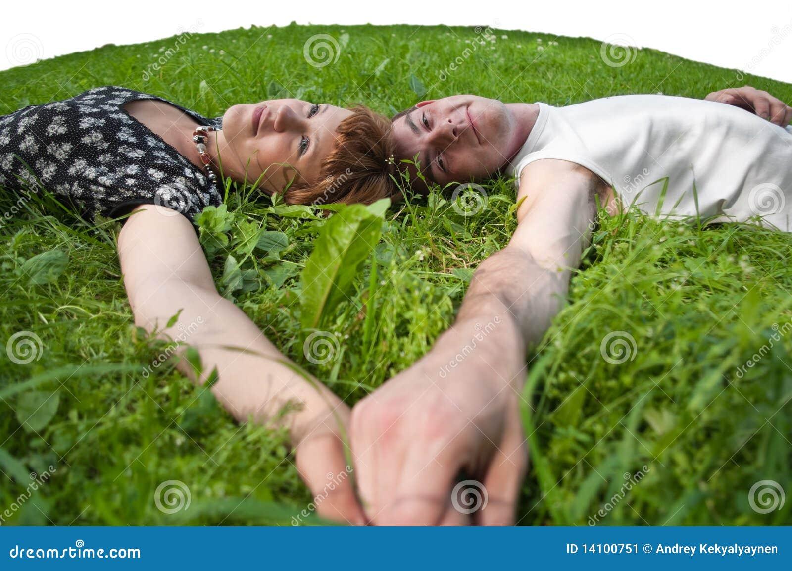 соедините зеленый цвет gras кладя любящие подростки молодые