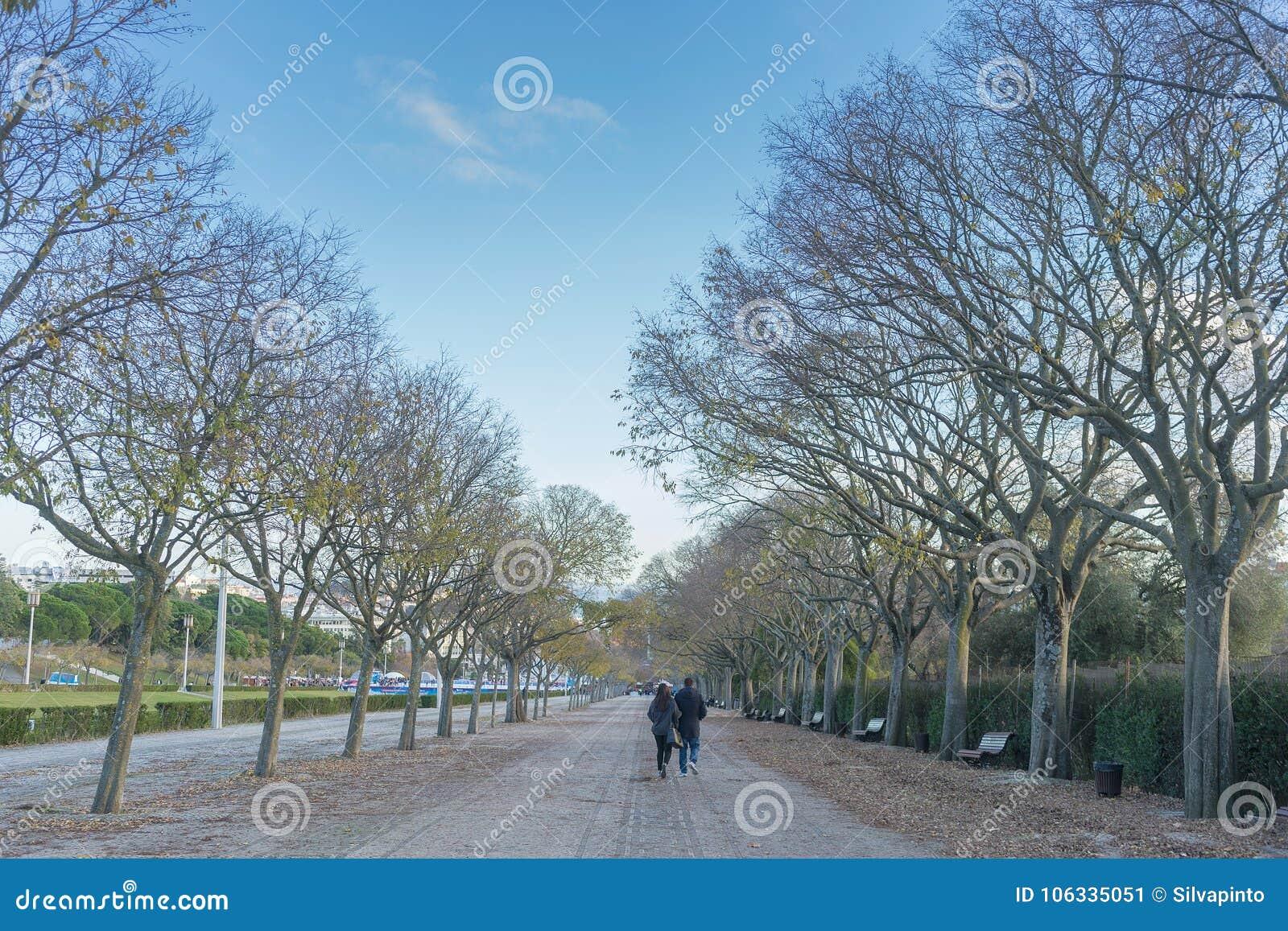 Соедините идти в парк eduardo седьмых в Лиссабоне Португалия