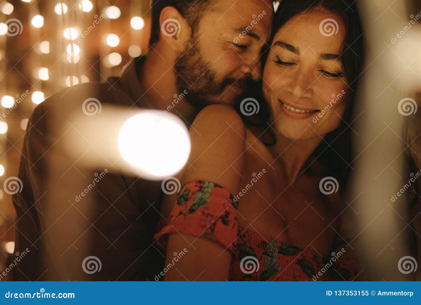 Соедините наслаждаться интимным моментом совместно