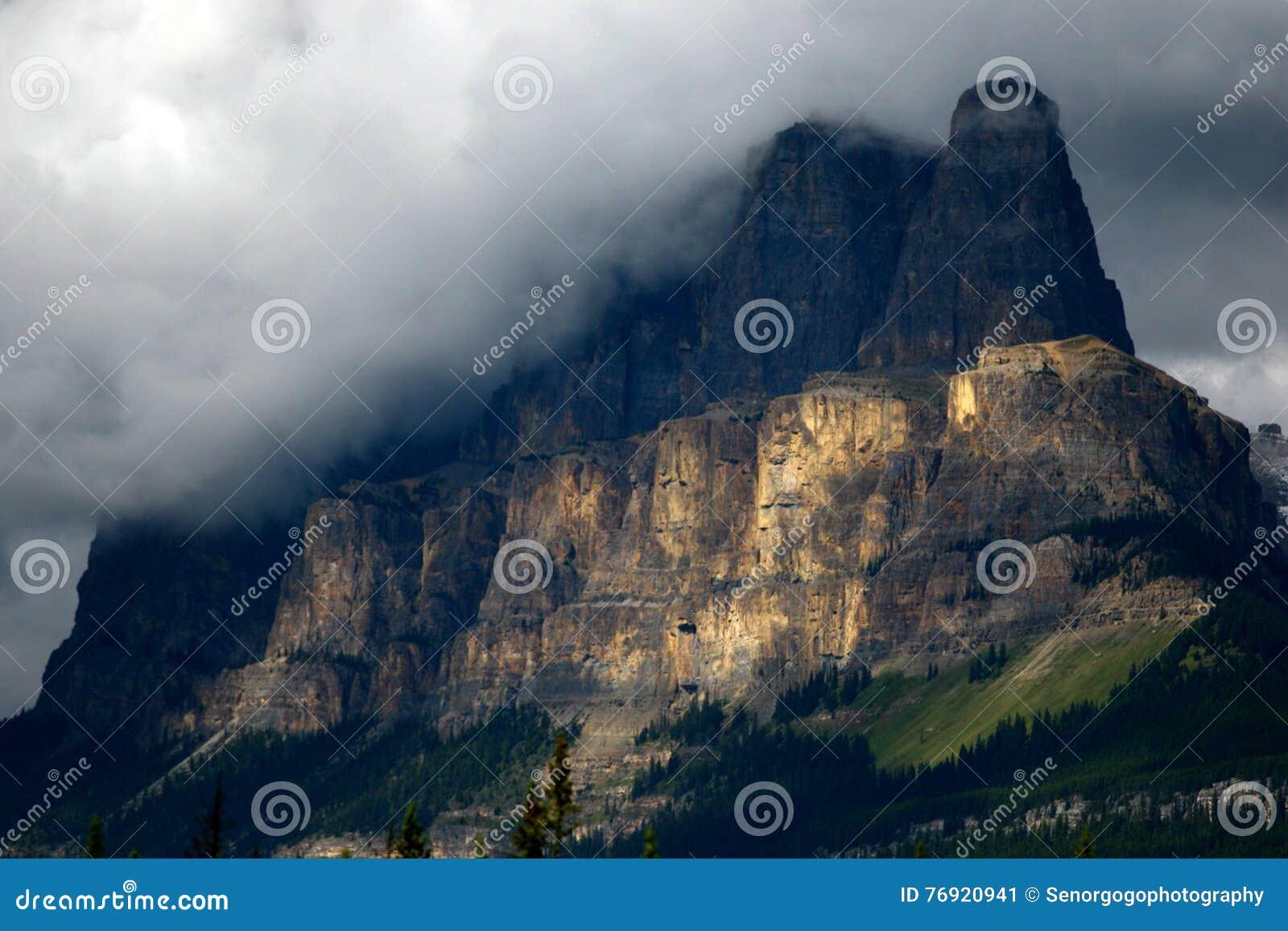 Соединение замка, национальный парк Banff