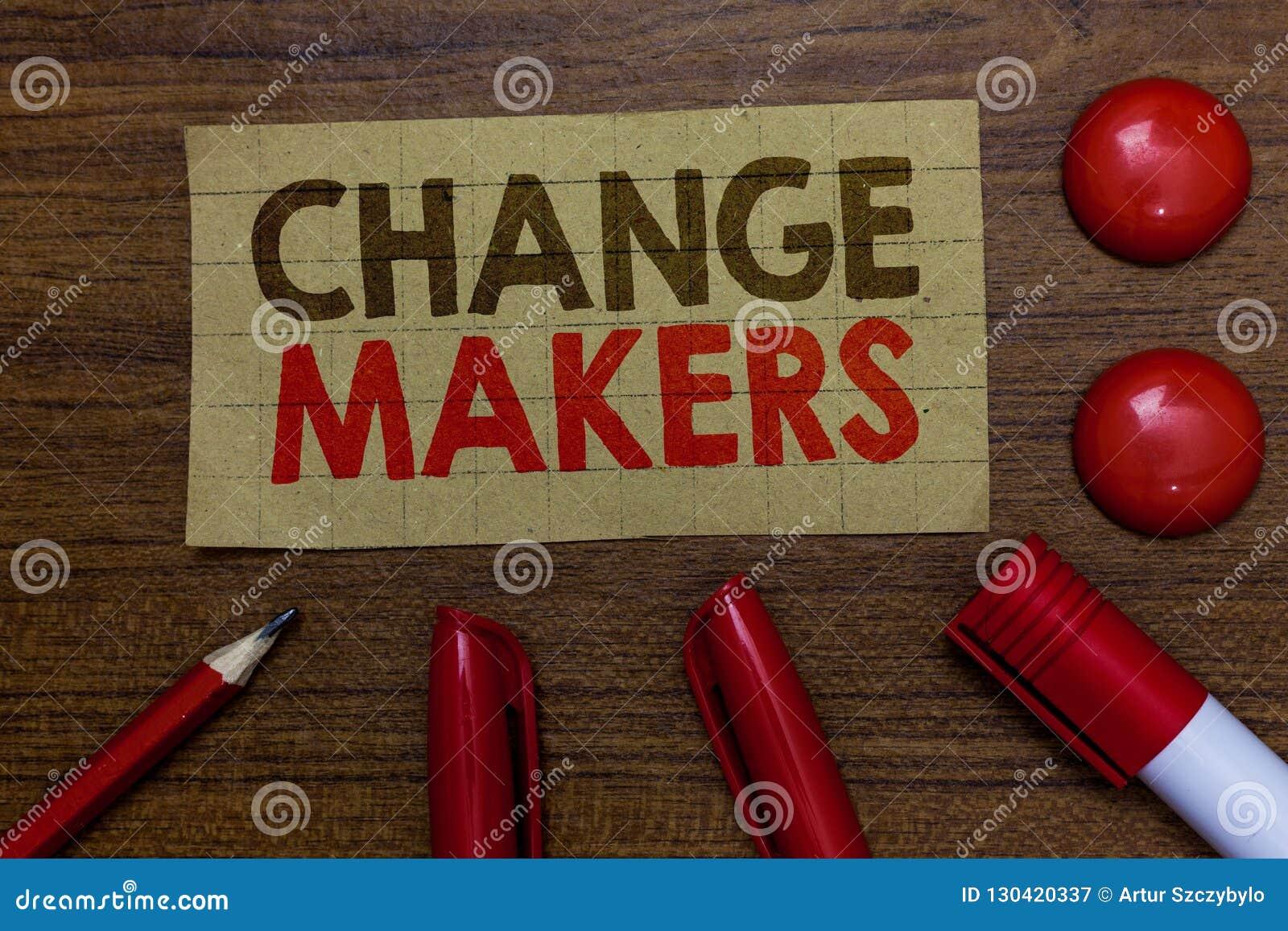 Создателя изменения сочинительства текста почерка Мамы Paperboard Gen x моды урбанизации Influencers Acitivists молодого турка см