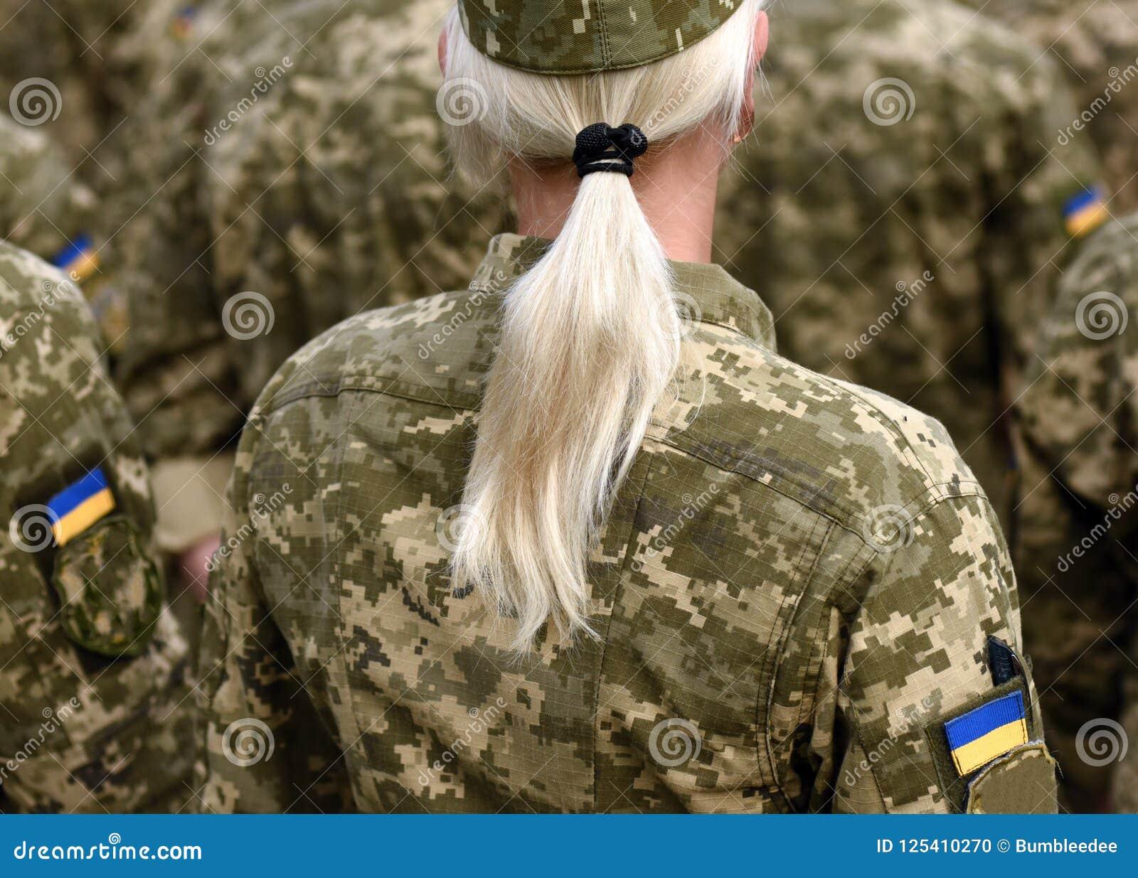 Солдат женщины Женщина в армии Военная форма Украины Ukrainia