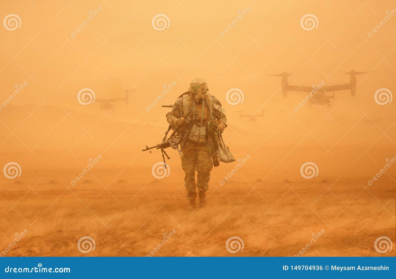 Солдат идя в пустыню с шестернями войны