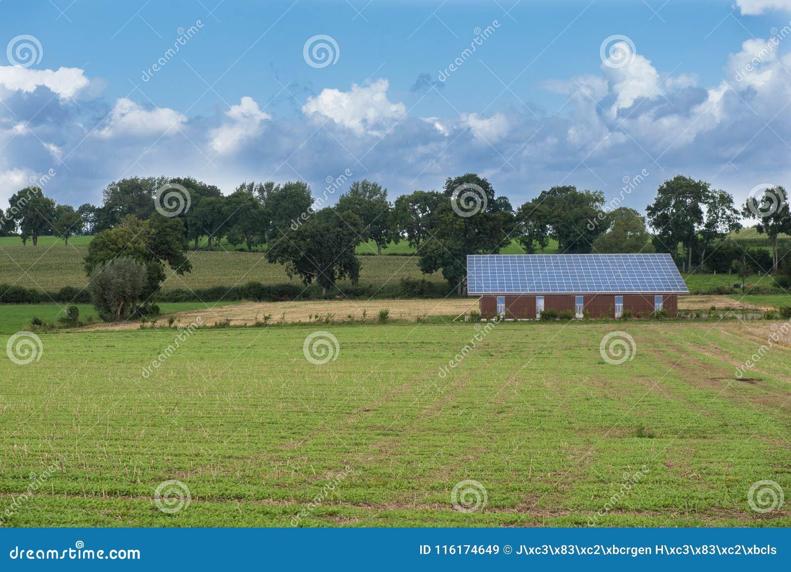 Солнечная система на здании - земледелие и возобновляющая энергия