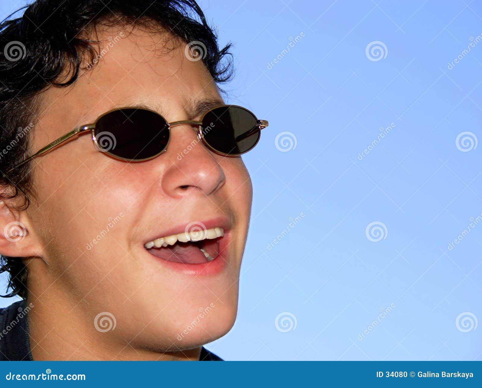 солнечные очки мальчика