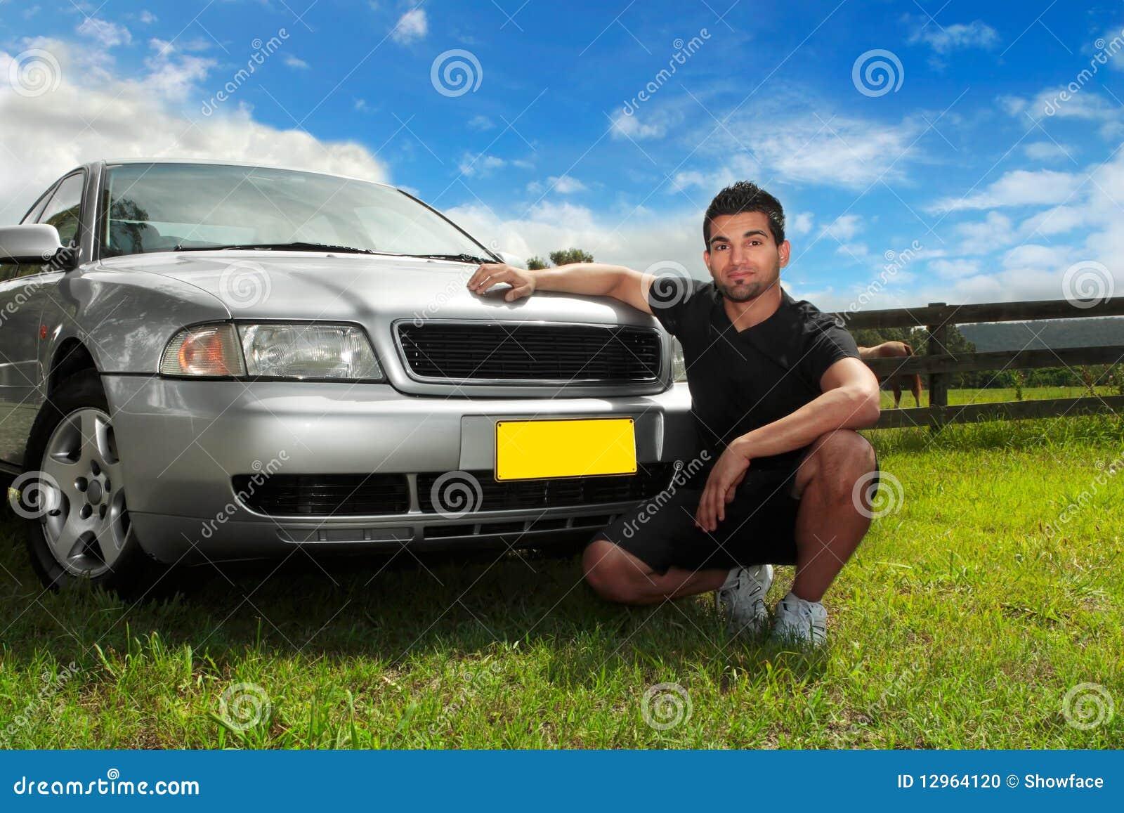 солнце человека автомобиля после полудня
