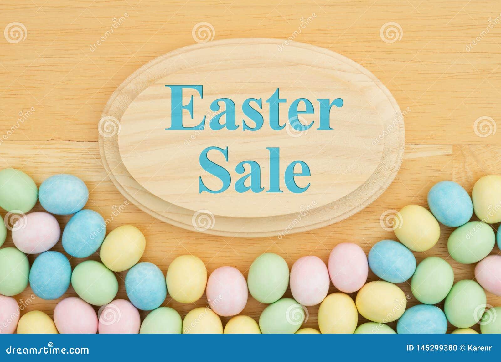 Сообщение продажи пасхи с пасхальным яйцом конфеты