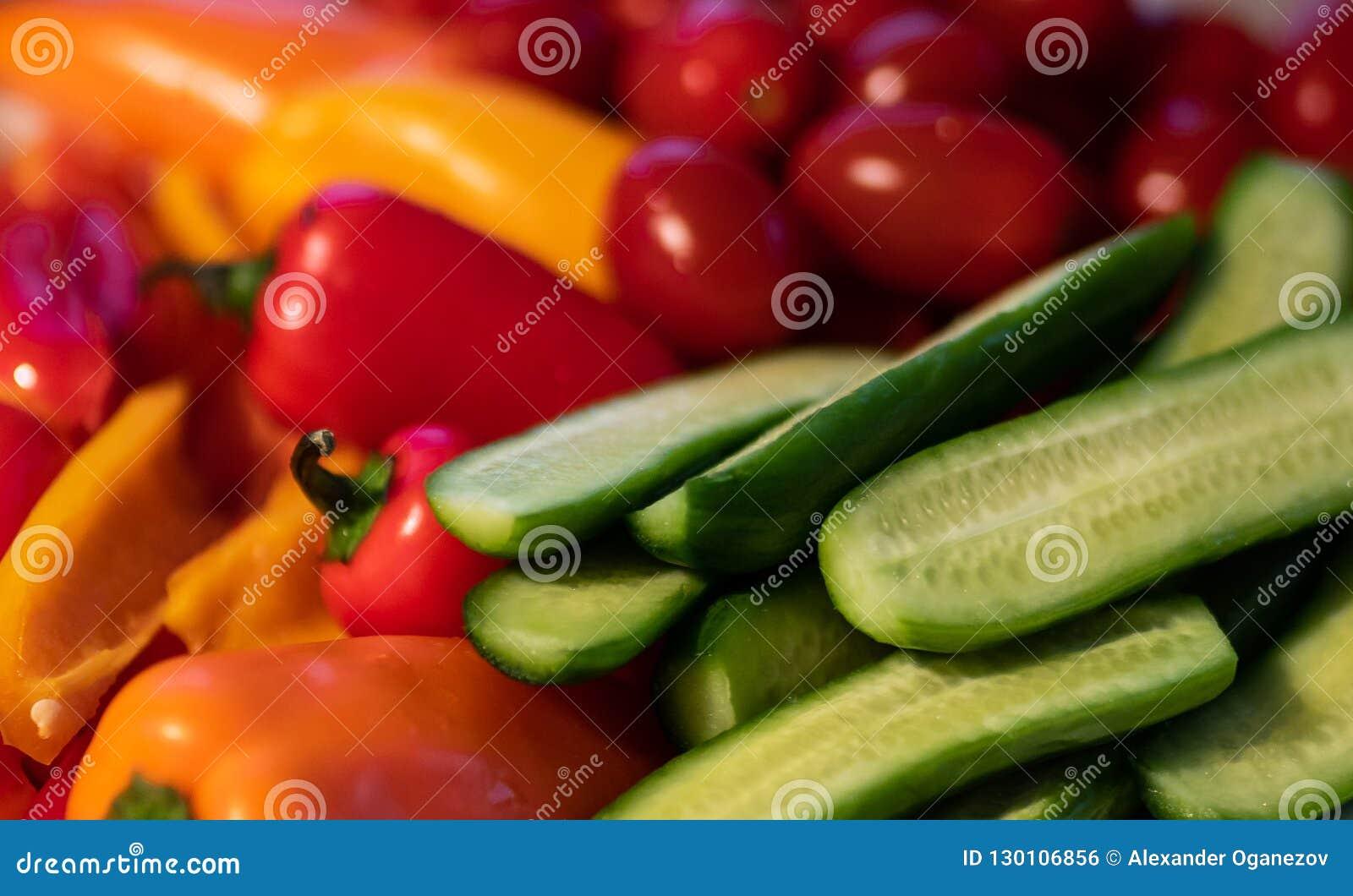 Сортированная куча свежих овощей
