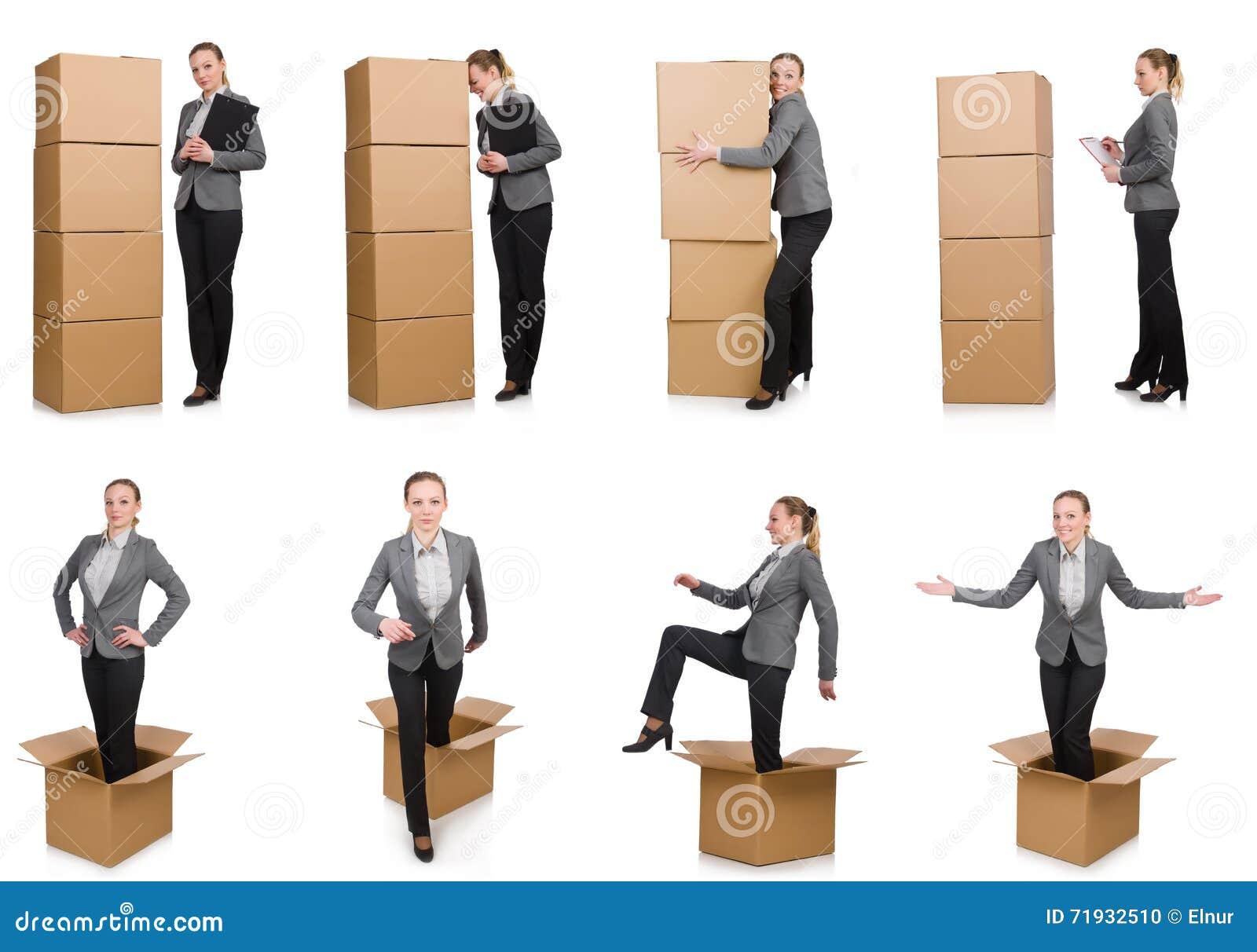 Составное изображение женщины с коробками на белизне