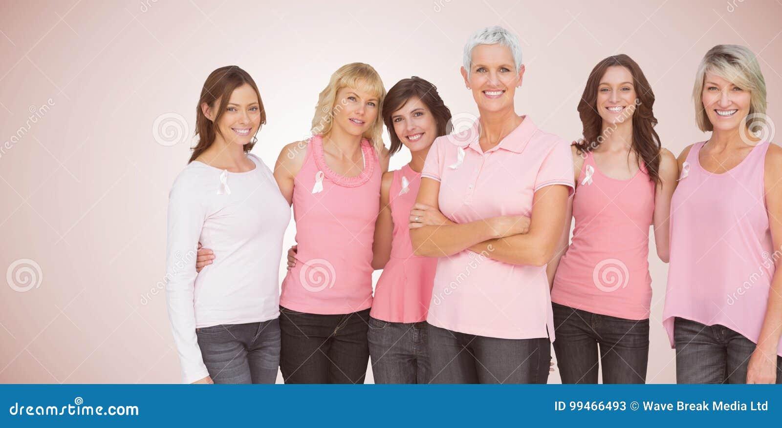 Составное изображение портрета уверенно женщин поддерживая осведомленность рака молочной железы
