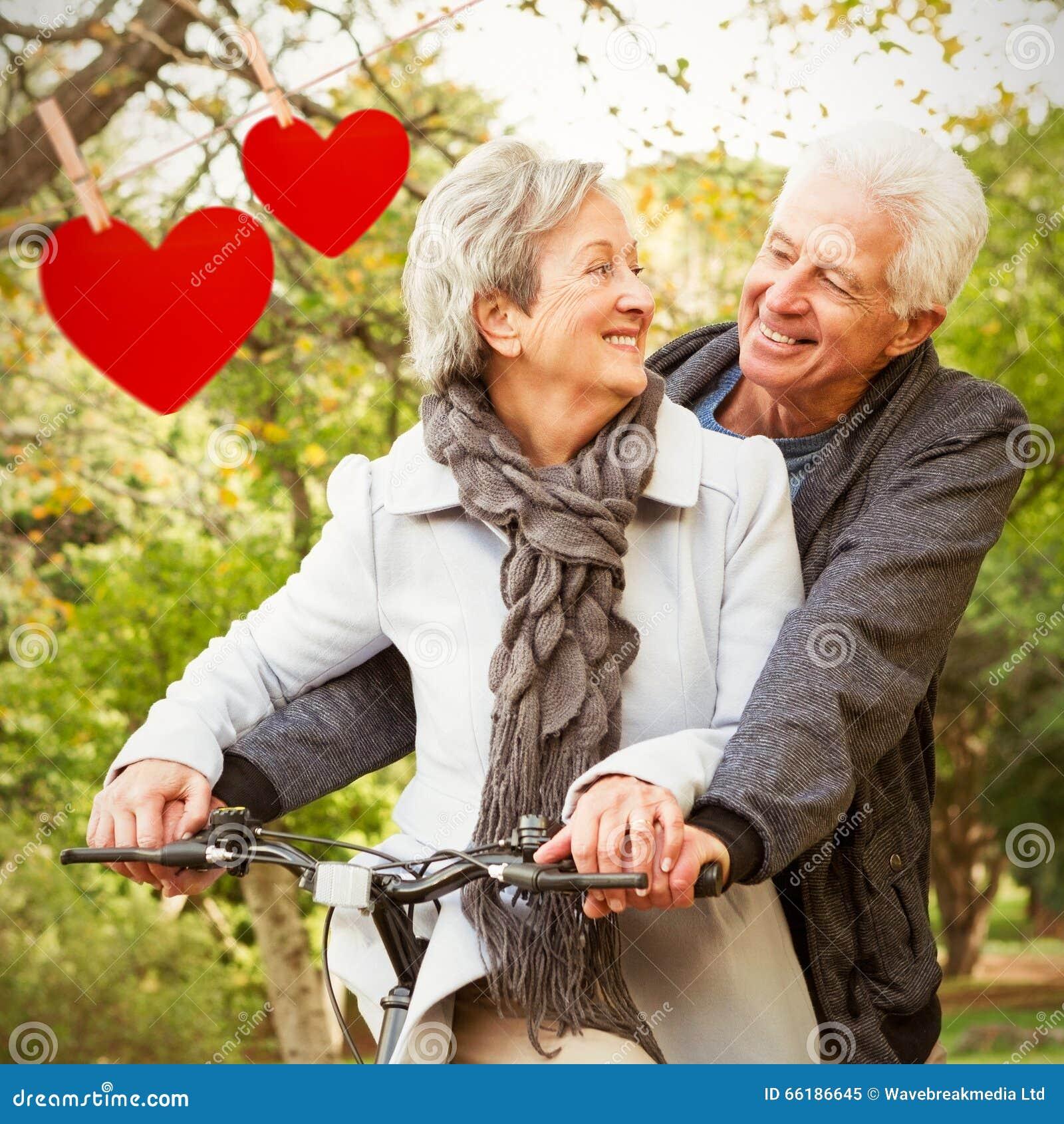 Составное изображение старших пар в парке