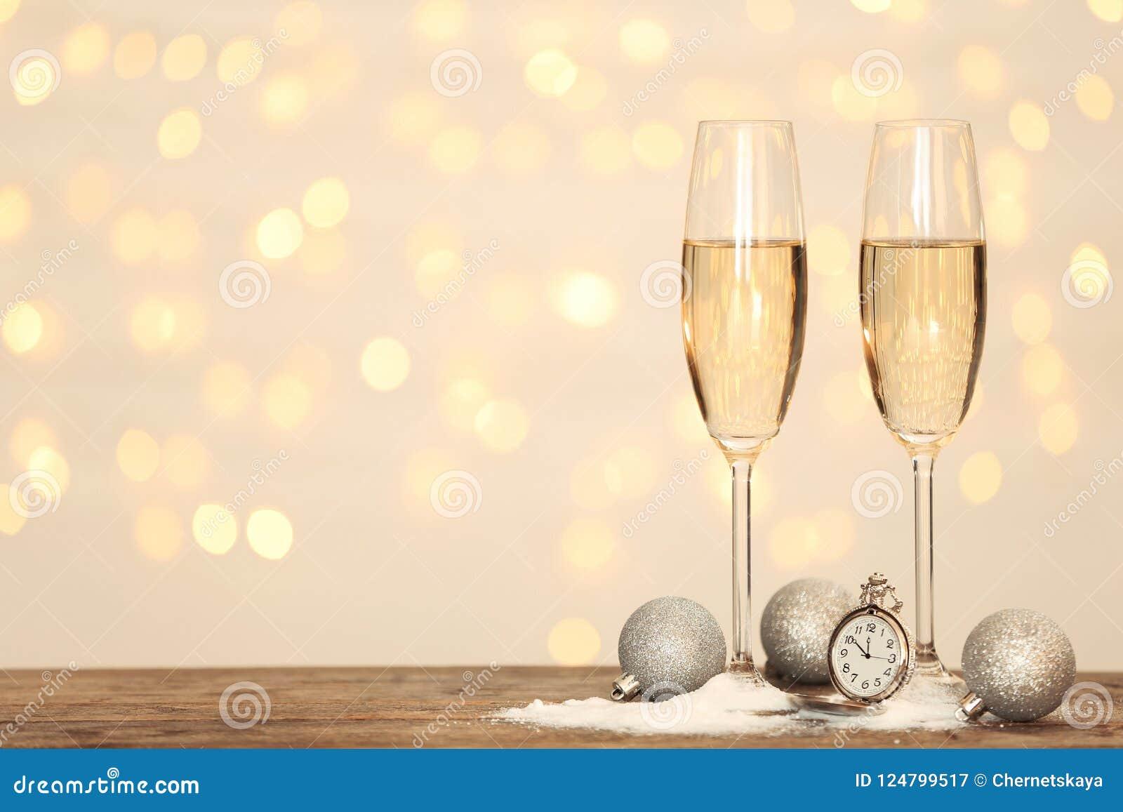 Состав Нового Года с шампанским и космосом