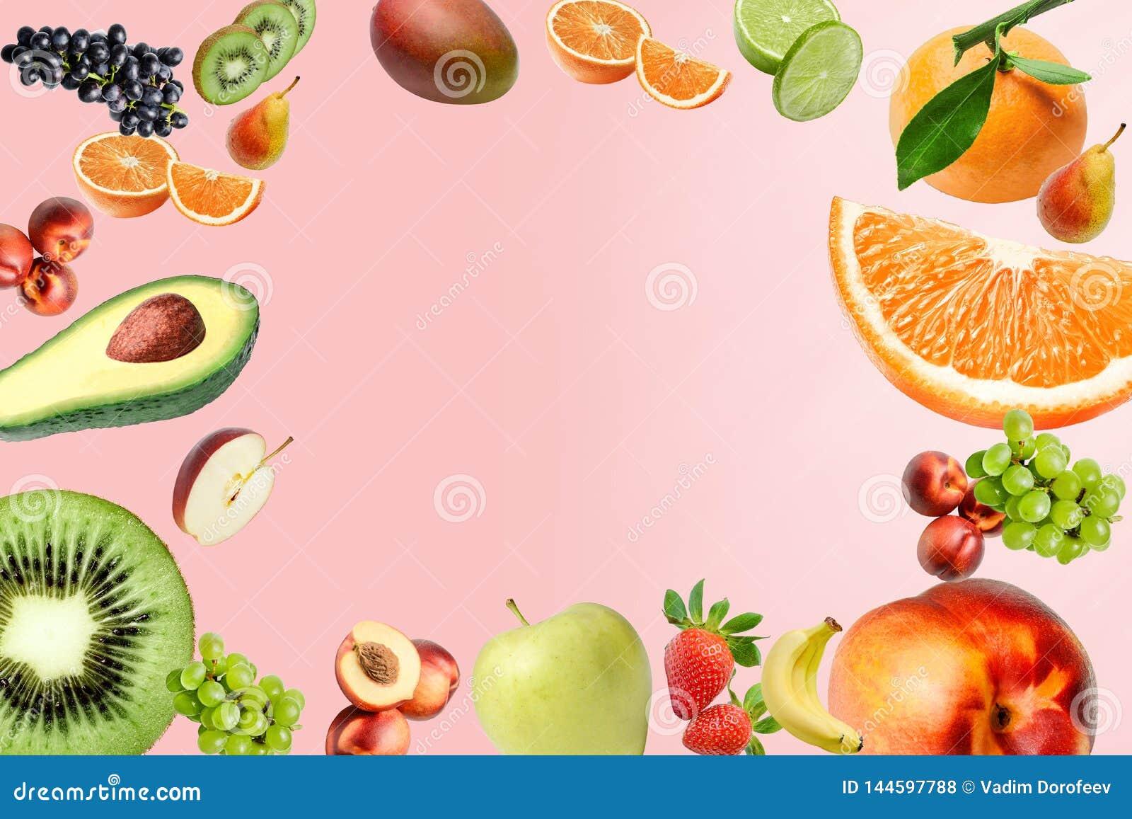 Состав с большим разнообразием различных плодов повсеместно в поле рамки Место для текста в середине