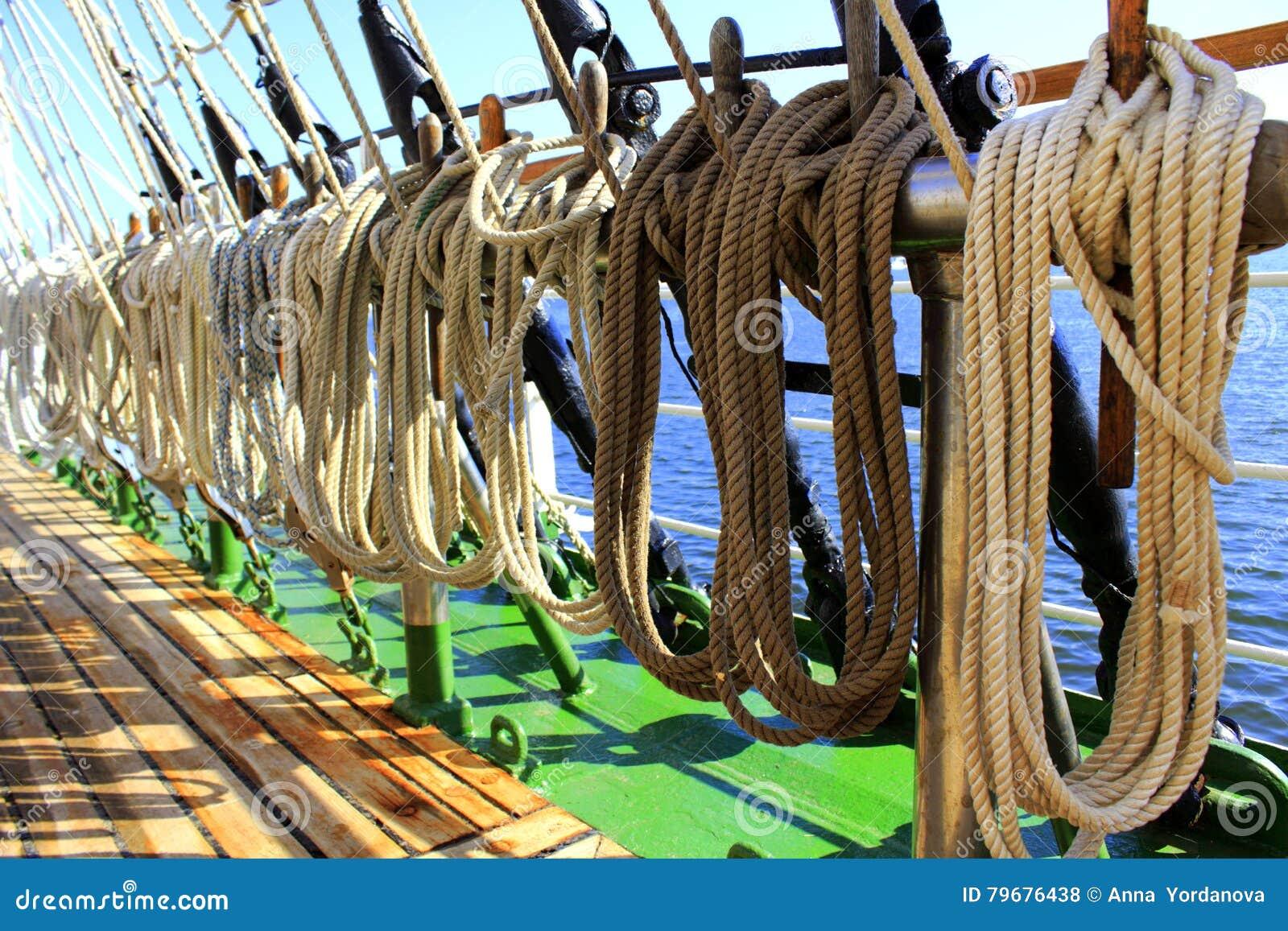 Сосуд плавания ropes такелажирование