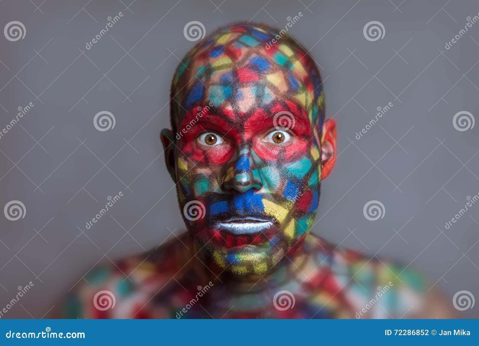 Download Сотрясенная сторона супергероя красочная Стоковое Фото - изображение насчитывающей смотреть, мощно: 72286852