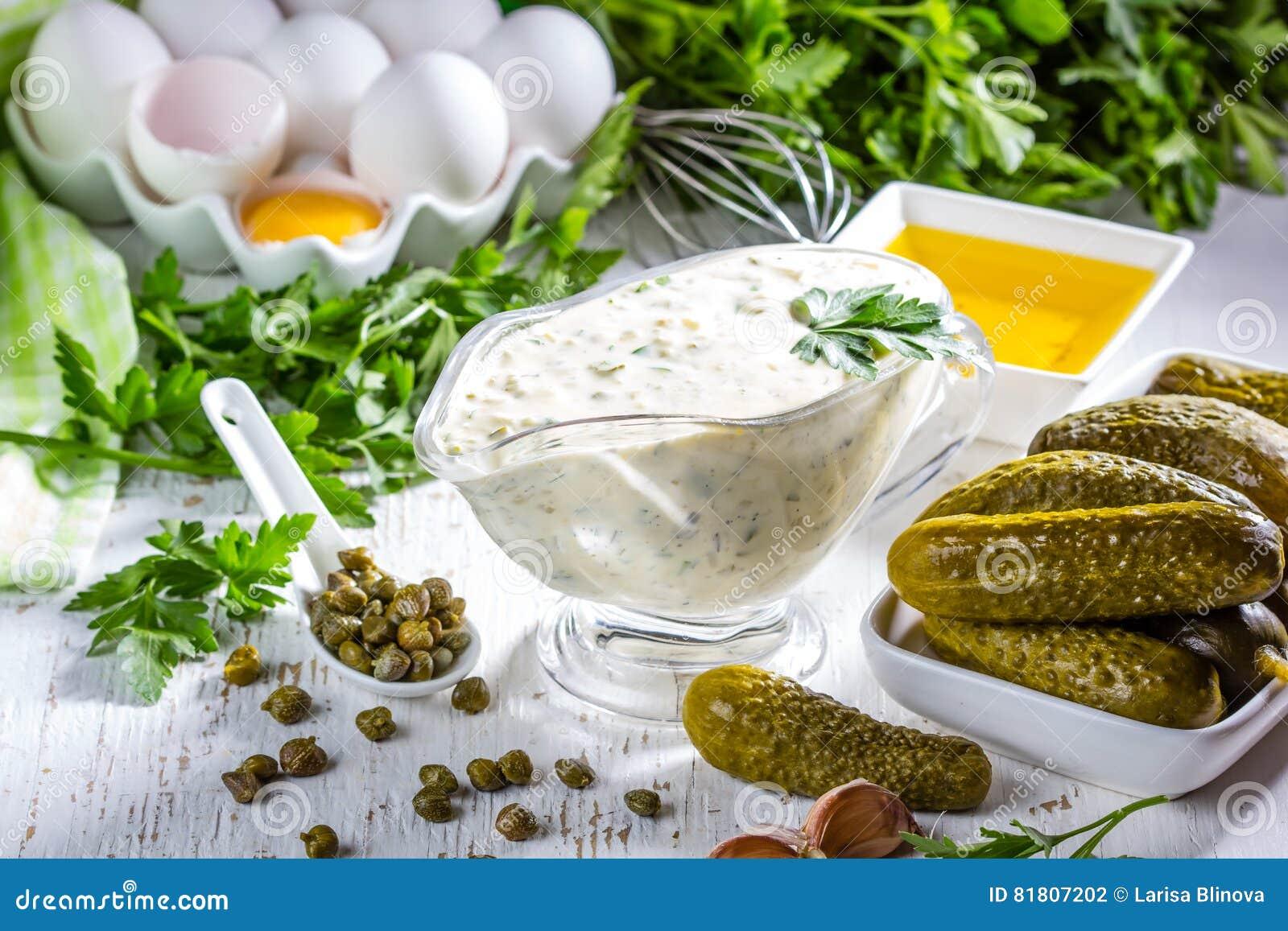 Соус tartara тартара с ингридиентами