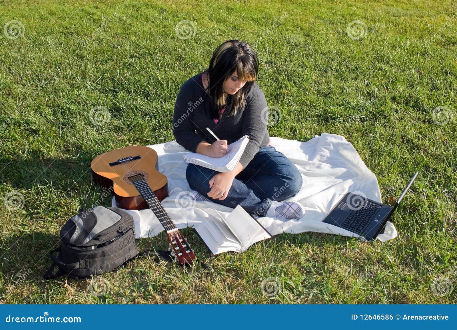 сочинитель песни певицы