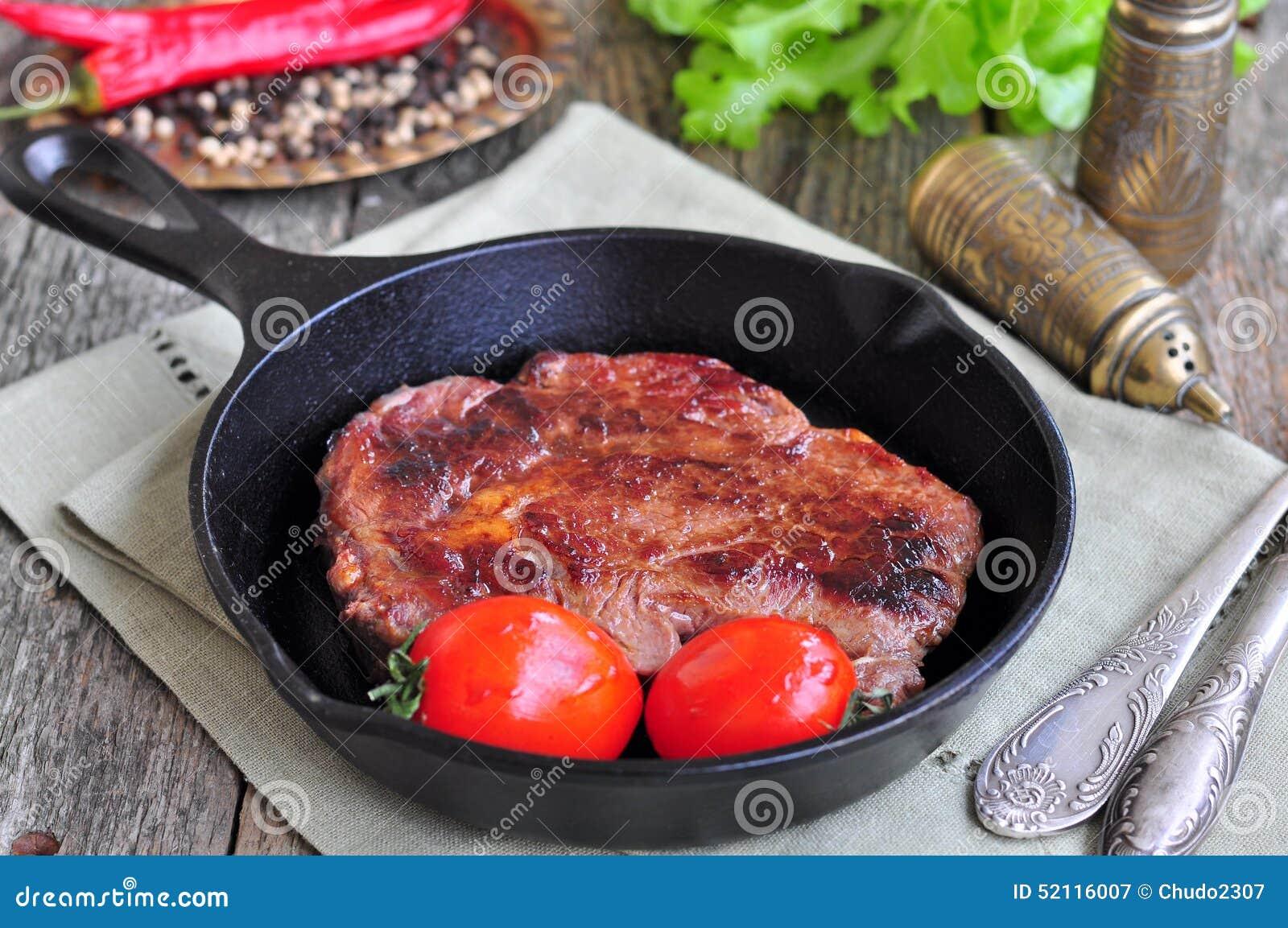 Стейк из говядины на сковороде картинки