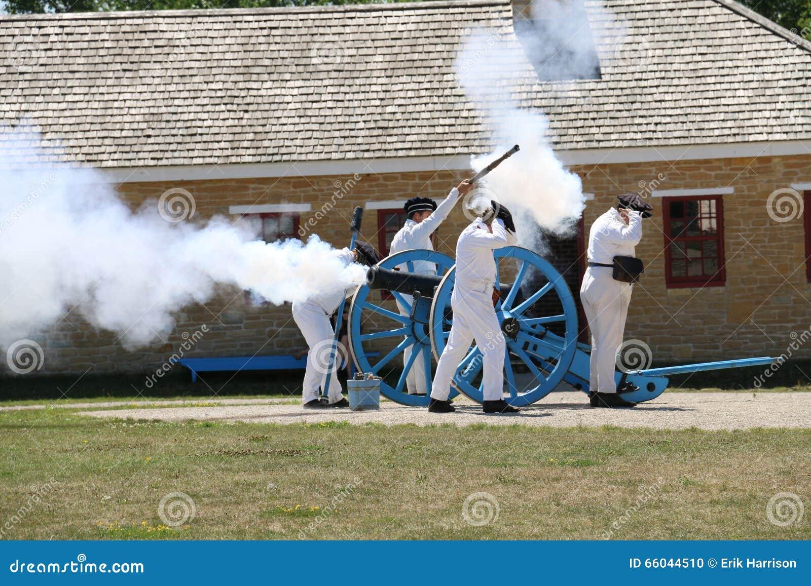 Солдаты XIX века увольняя карамболь