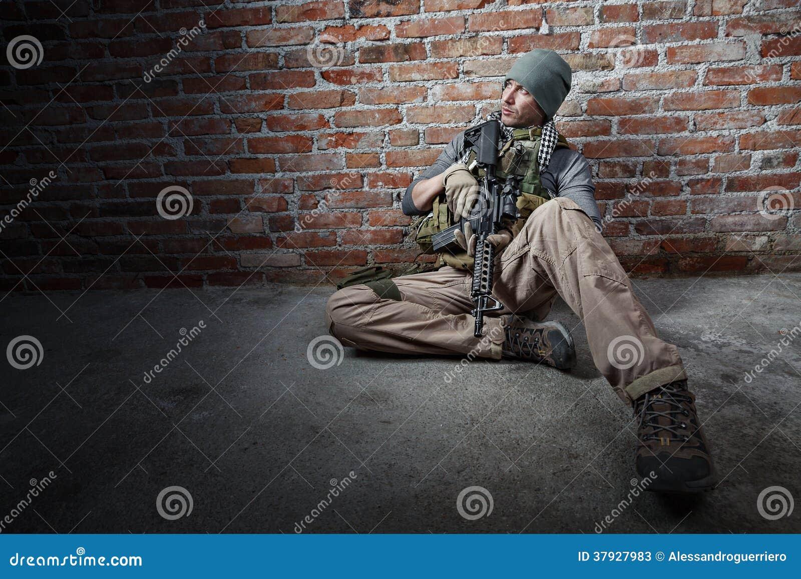 Солдат с винтовкой