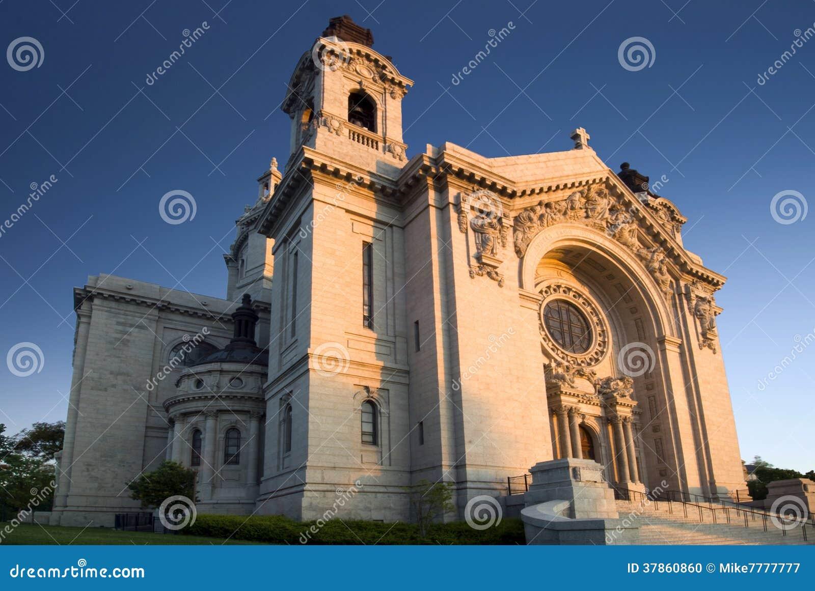 Солнце утра на соборе St Paul. St Paul, Минесота, США