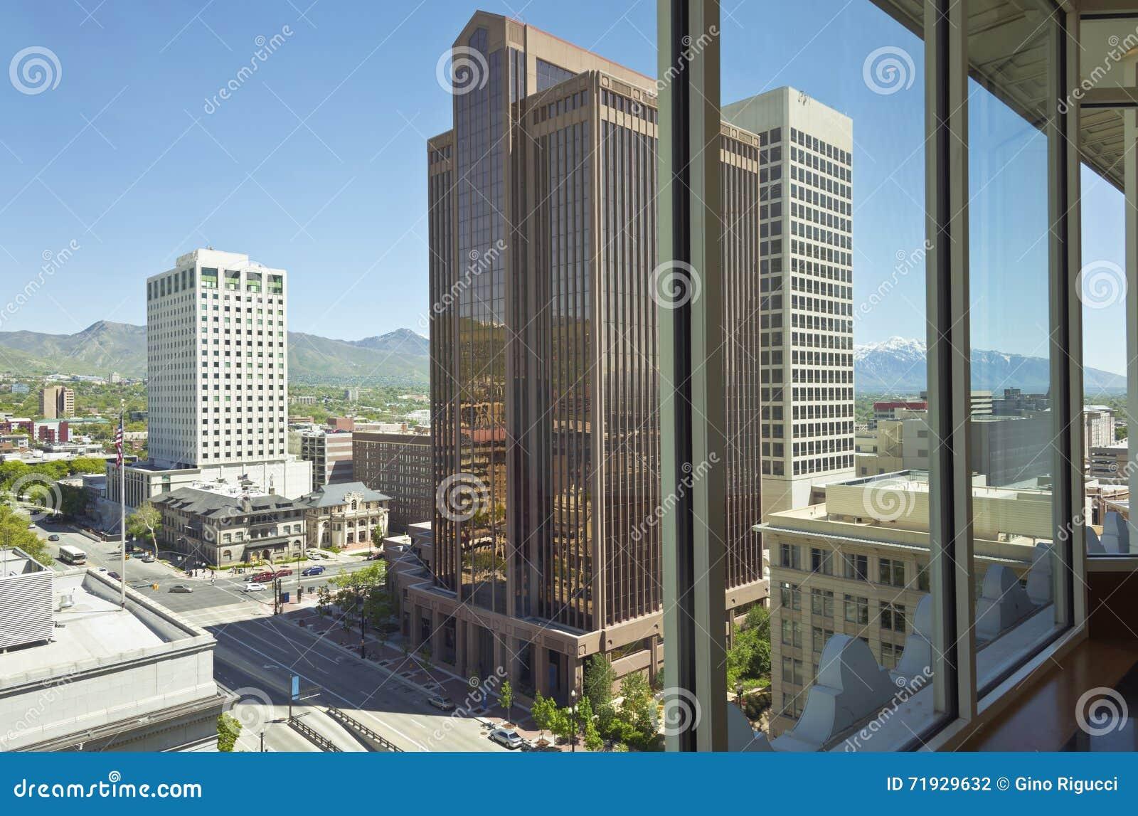 Солт-Лейк-Сити Юта через окно