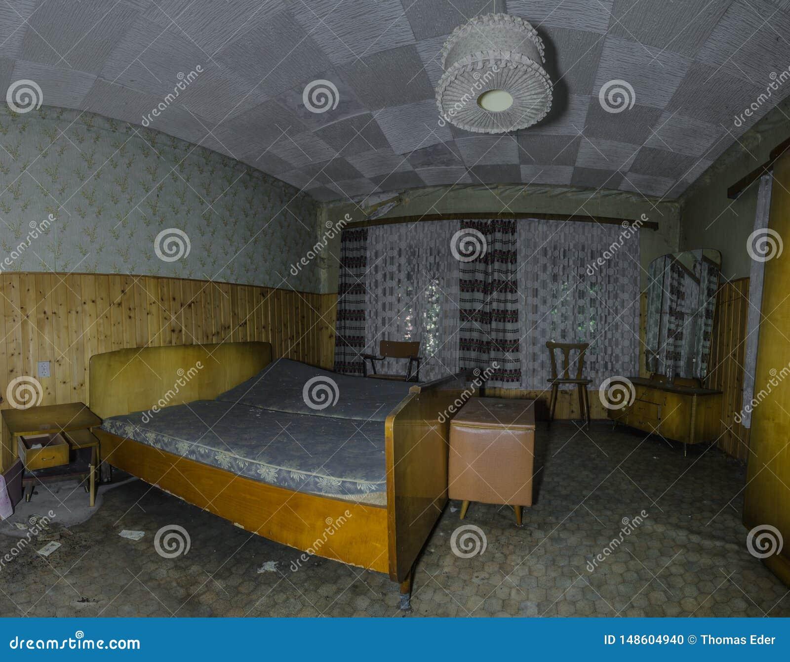 спальня в панораме дома леса