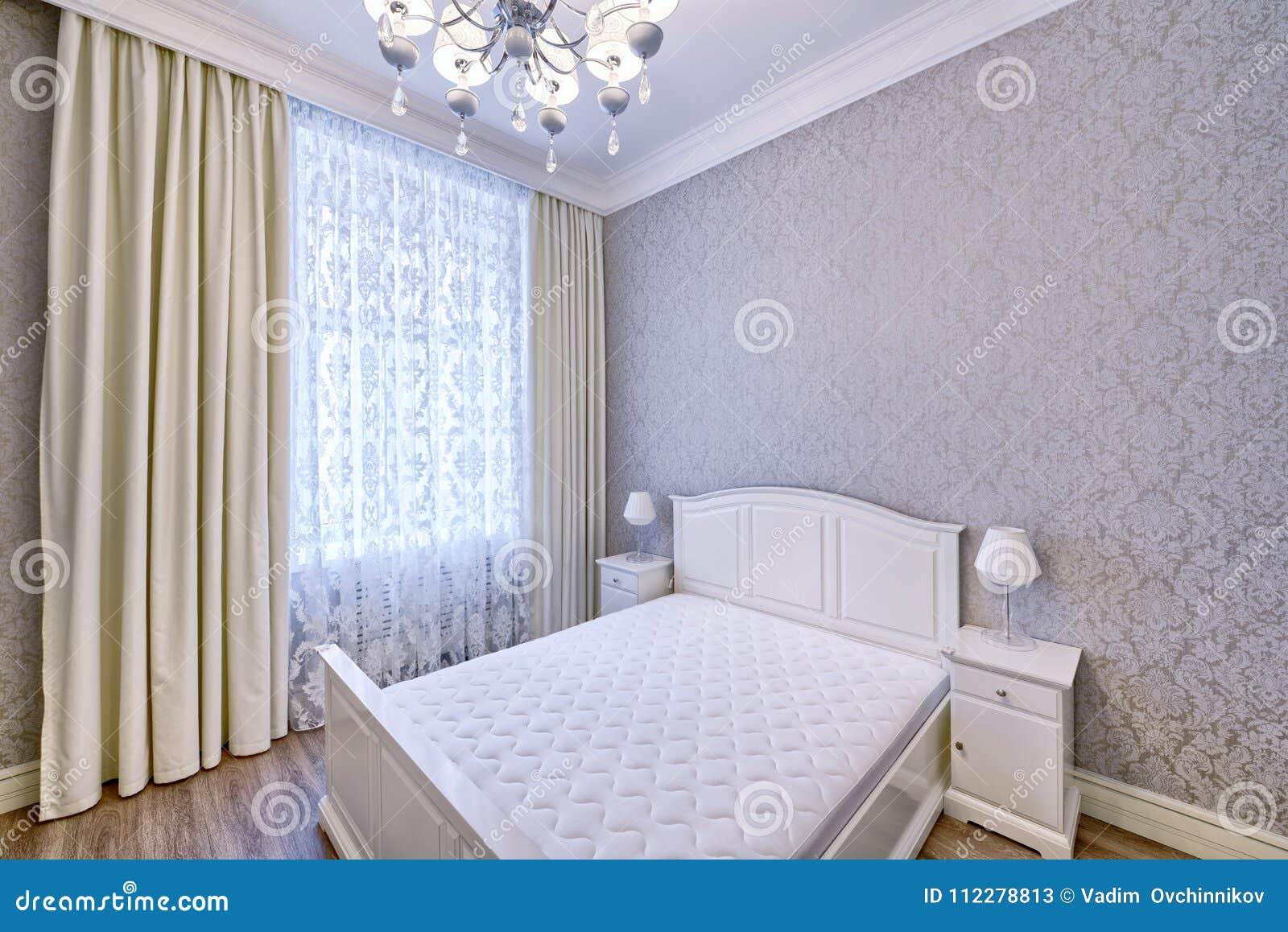 Спальня дизайна интерьера красивая в роскошном доме