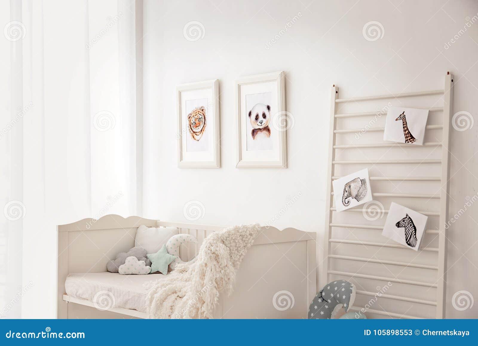 Спальня младенца украшенная с изображениями