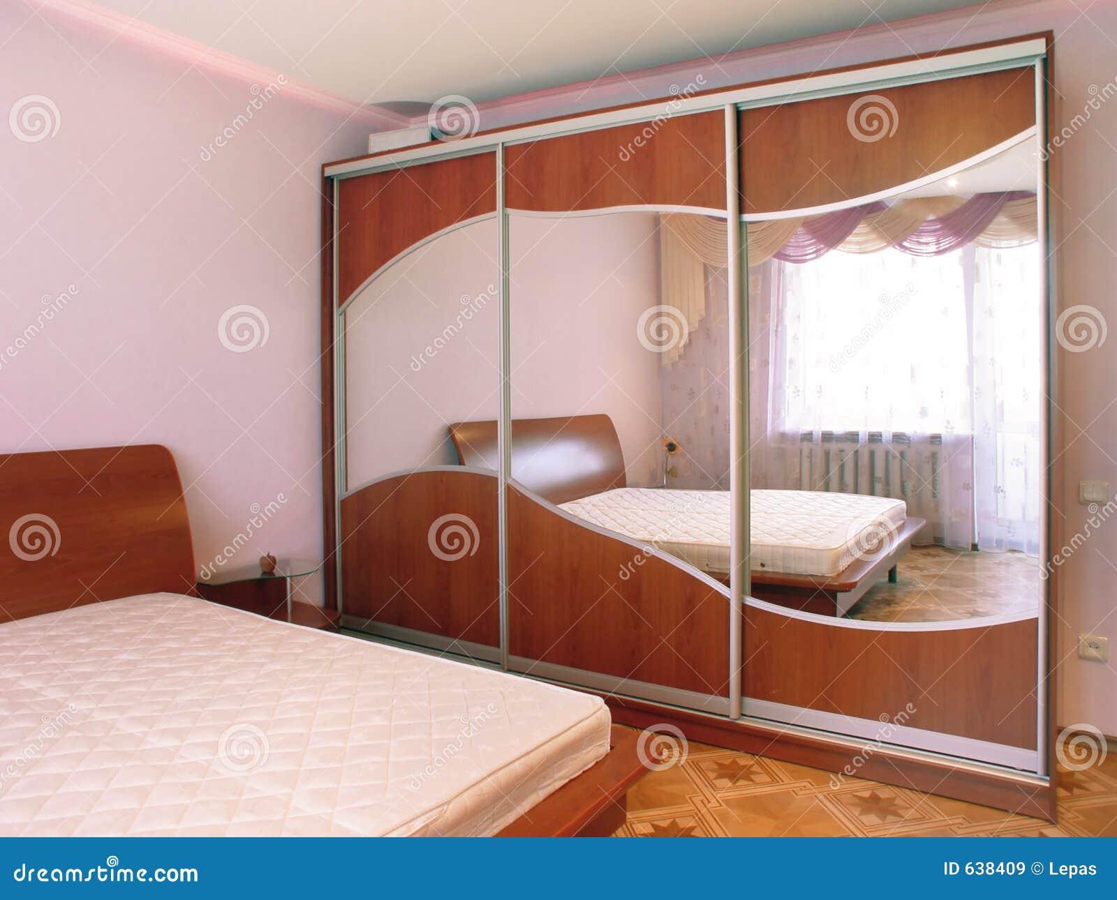 Download спальня стоковое изображение. изображение насчитывающей пол - 638409