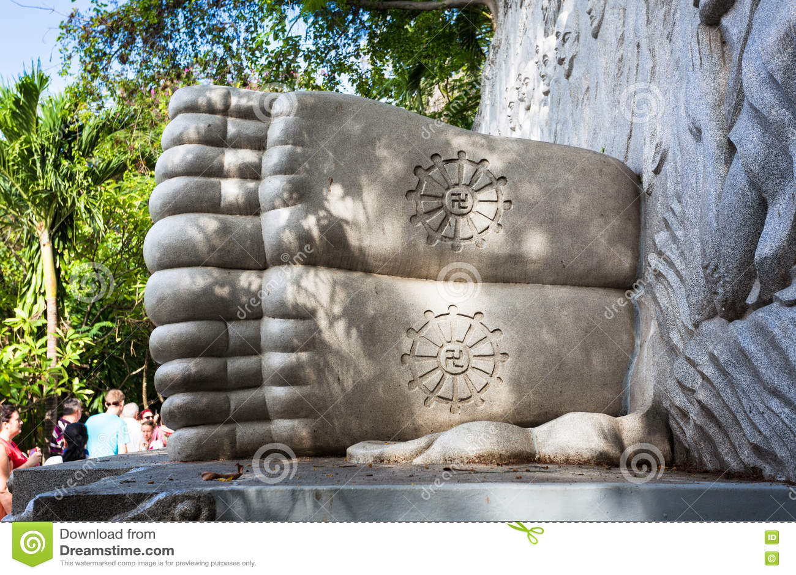 Спать Будда на длинной пагоде сына в Nha Trang