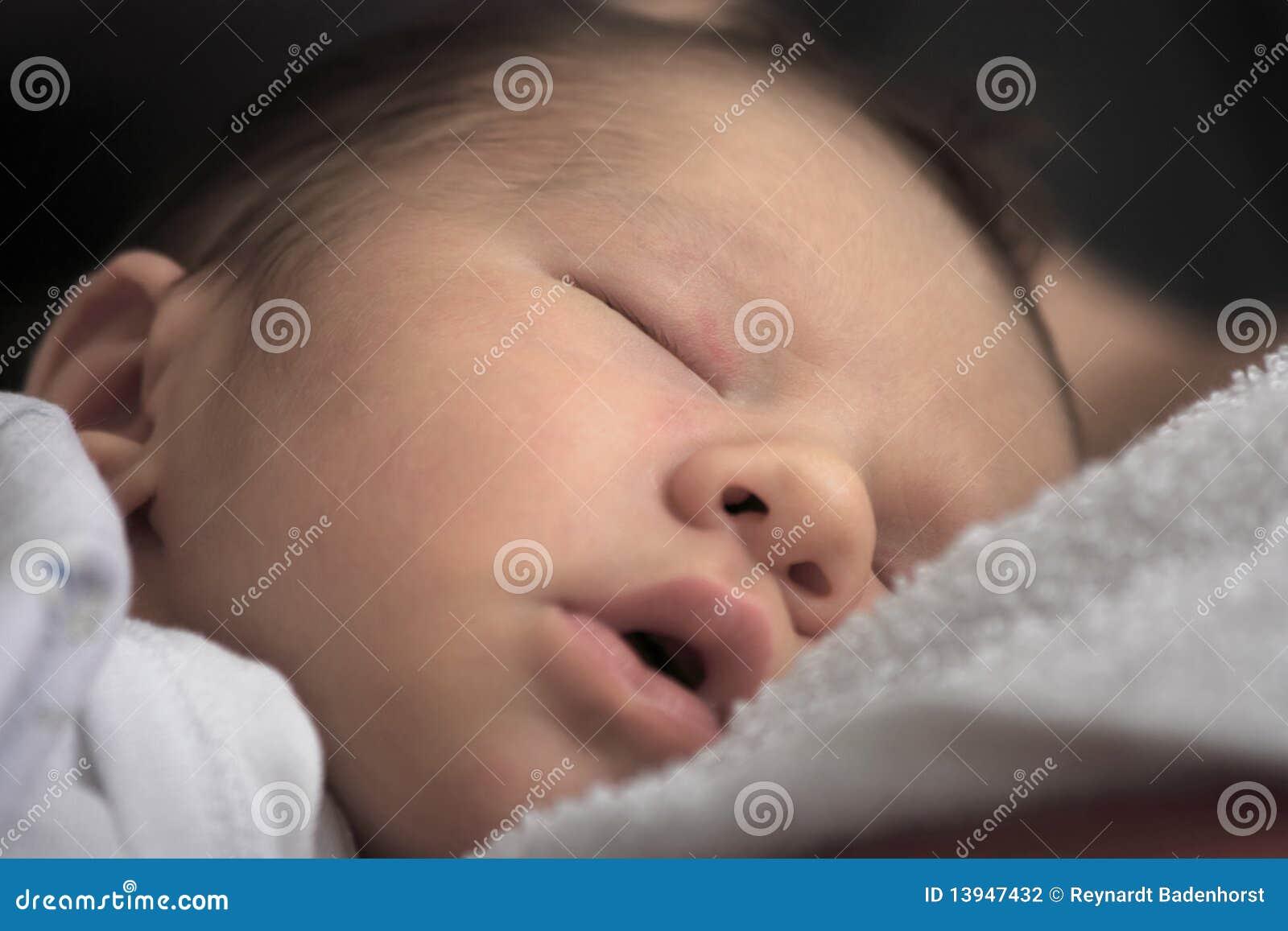 спать принесенный младенцем новый