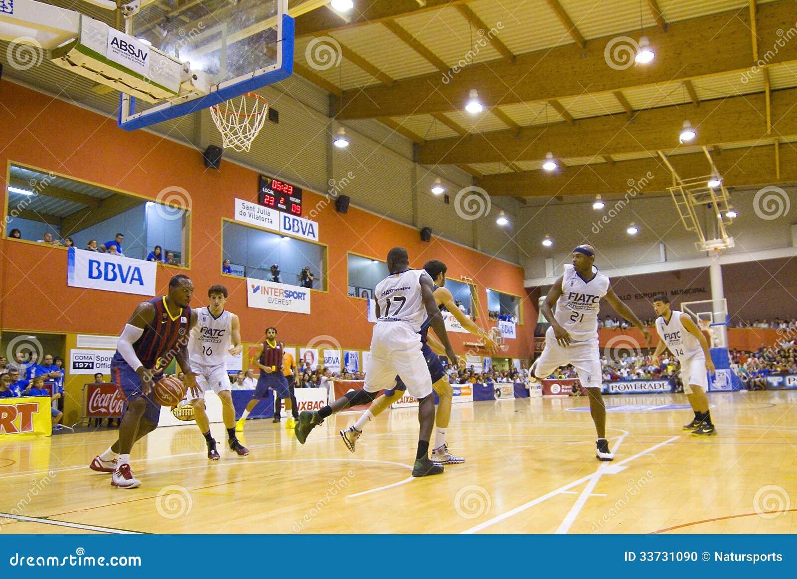 Спичка баскетбола Барселона против Joventut