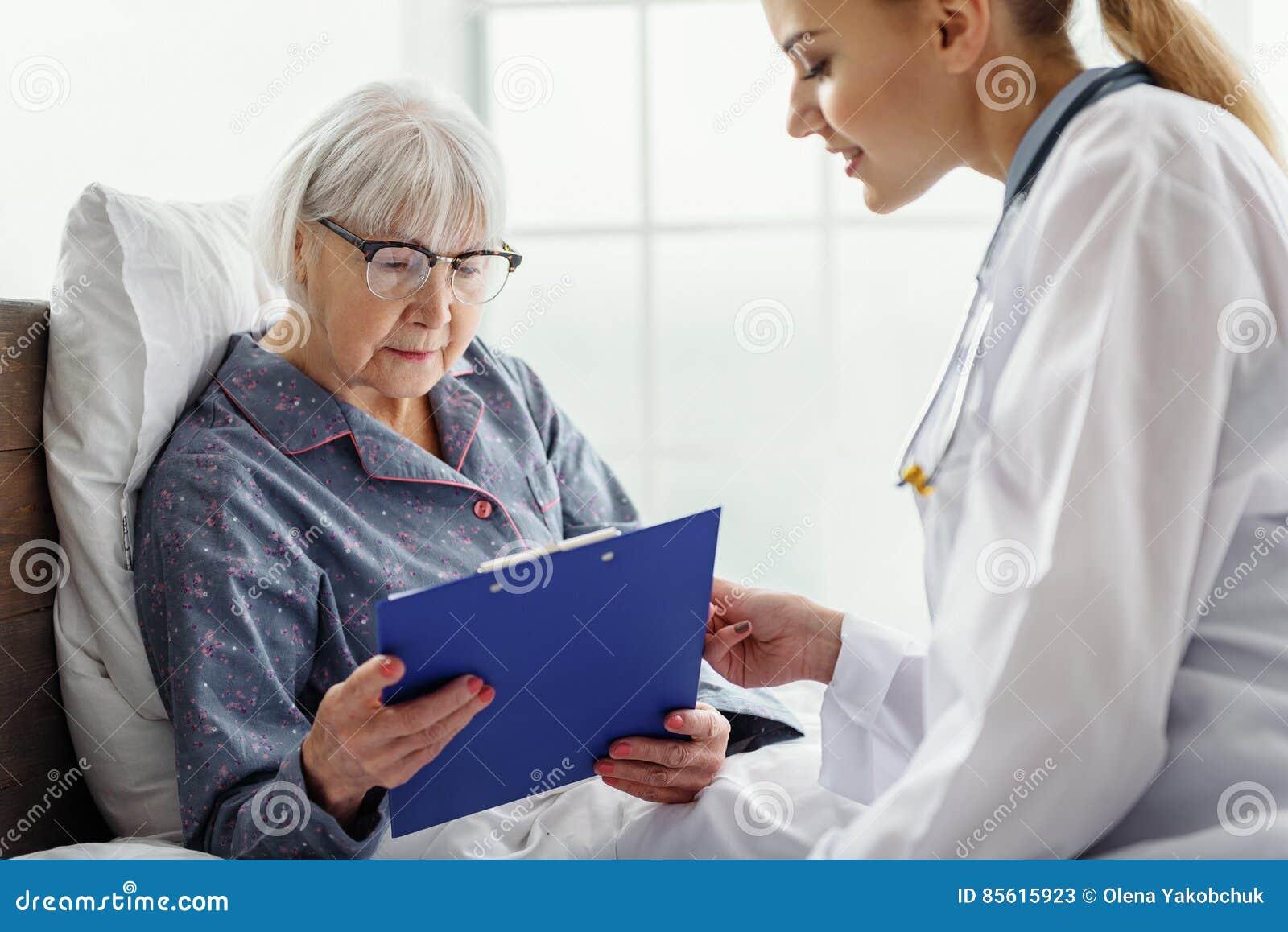 Картинки по запросу фото старухи в поликлинике