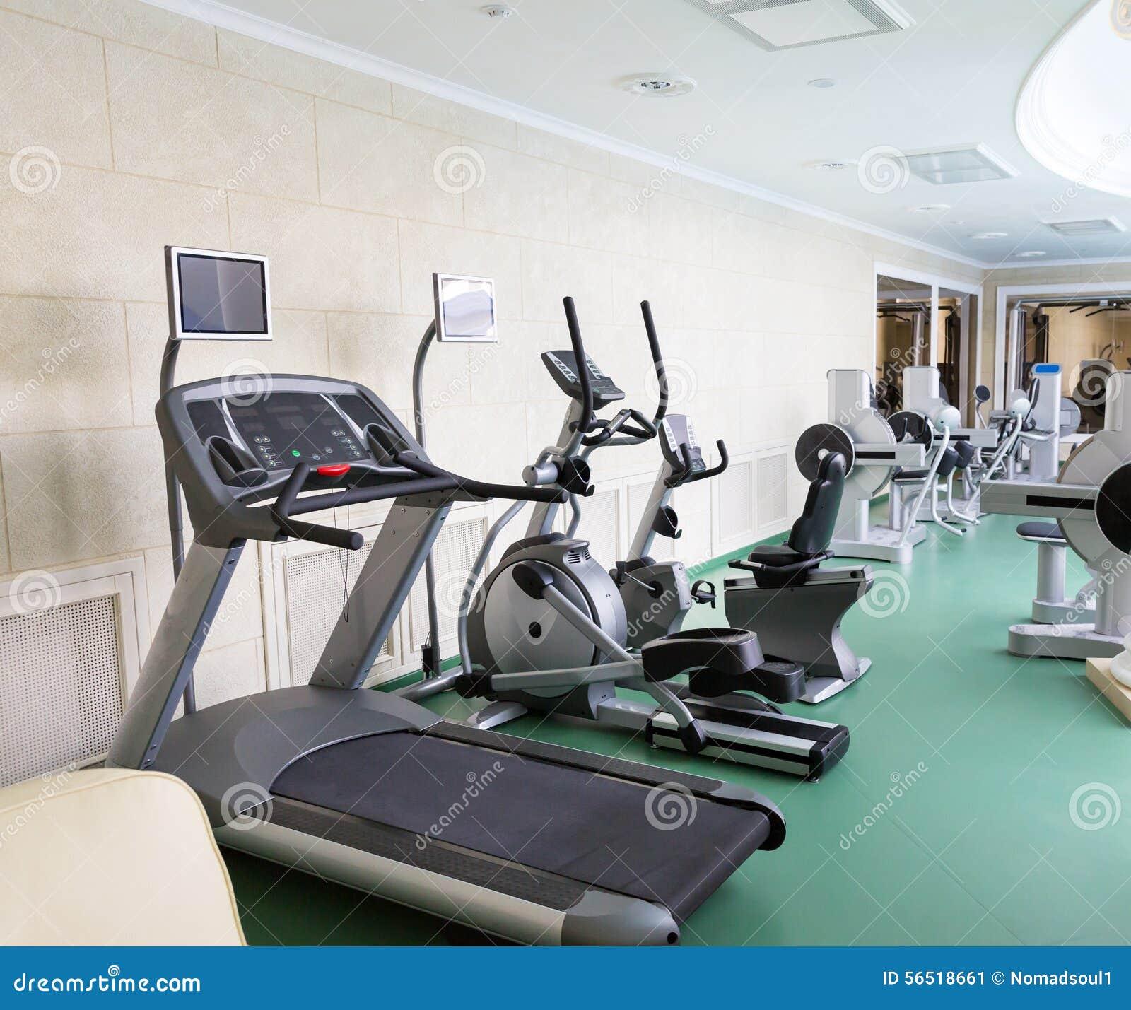 Спортзал фитнес-клуба