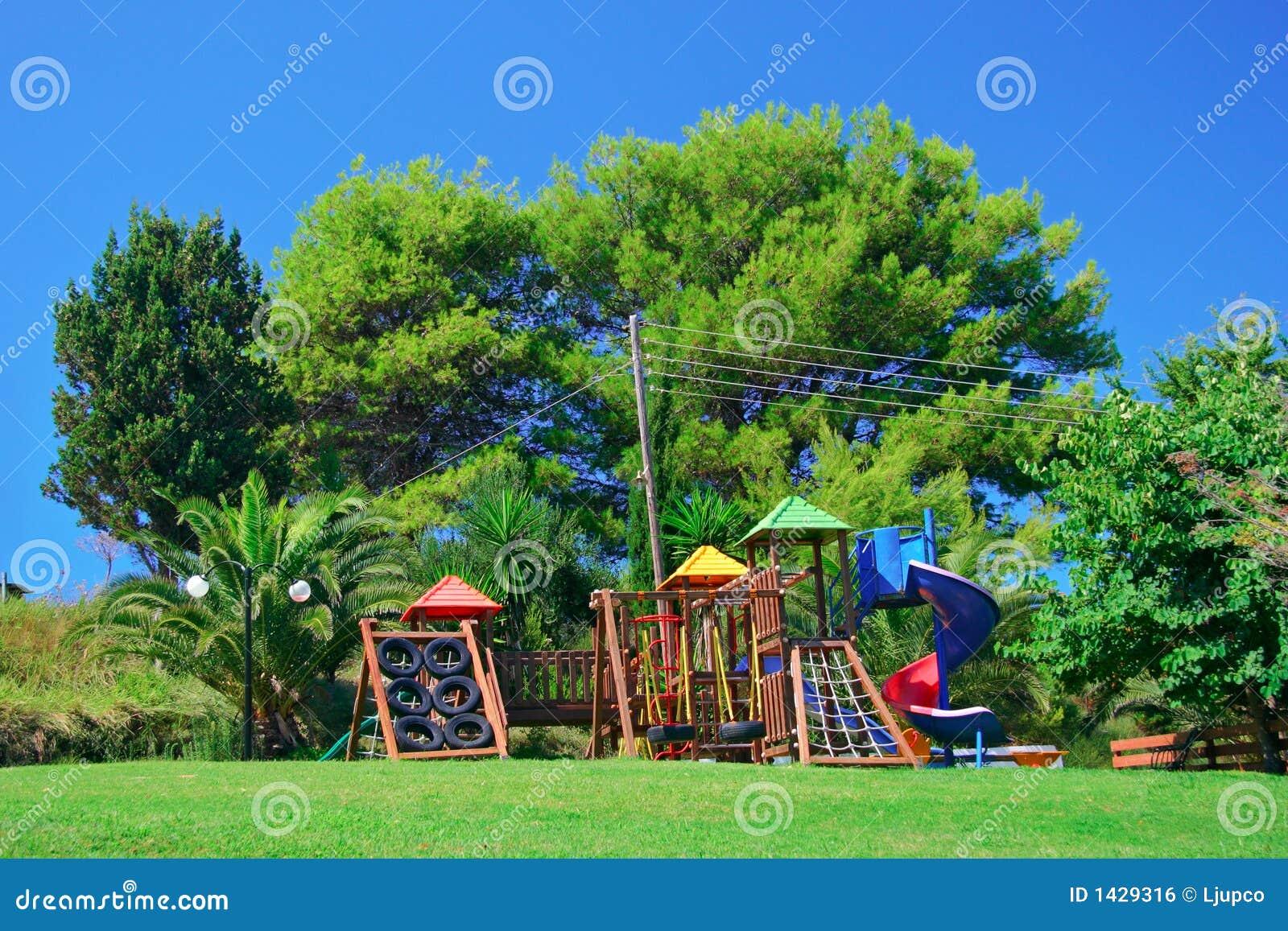 спортивная площадка s парка детей