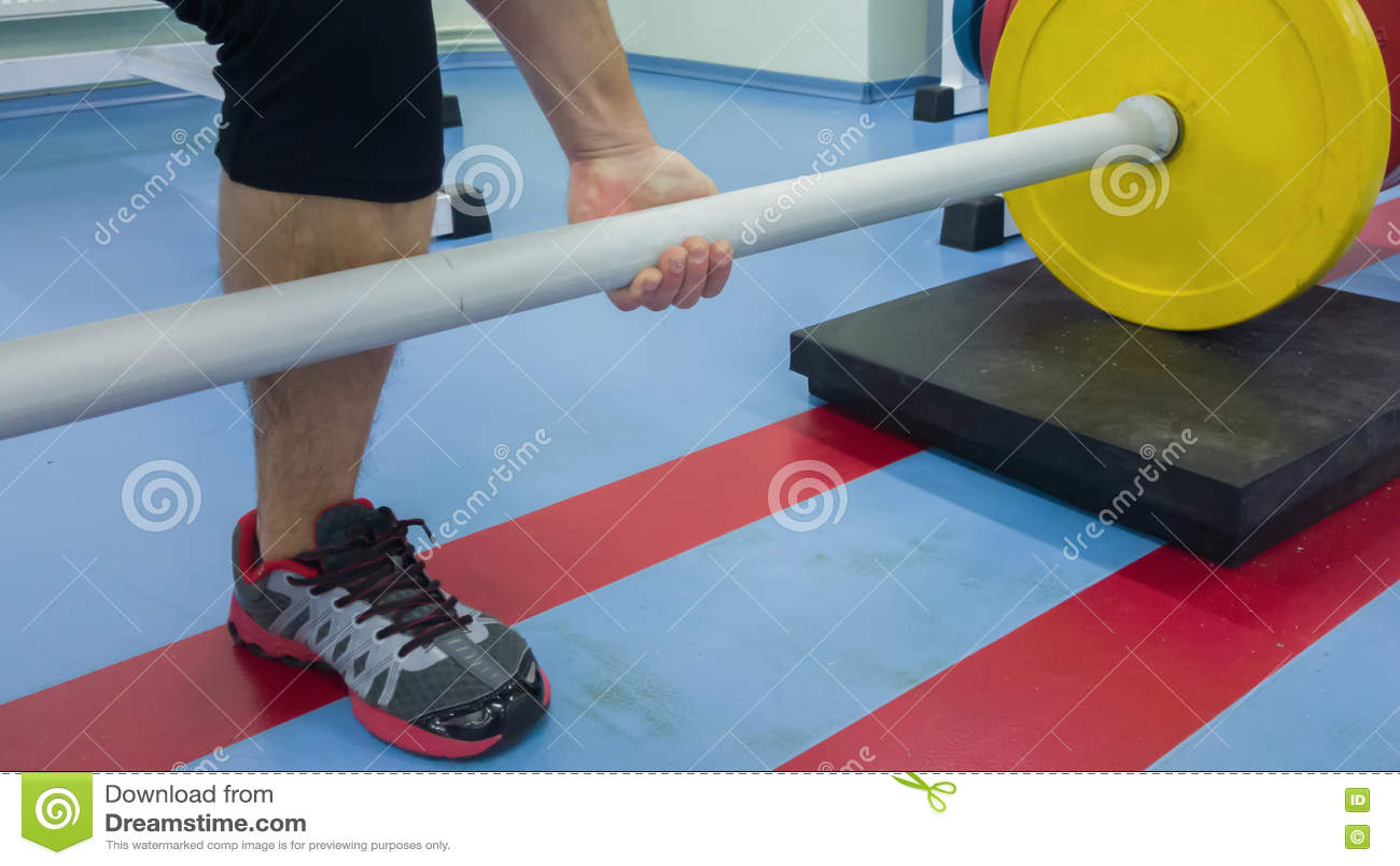 Спортсмен в спортзале