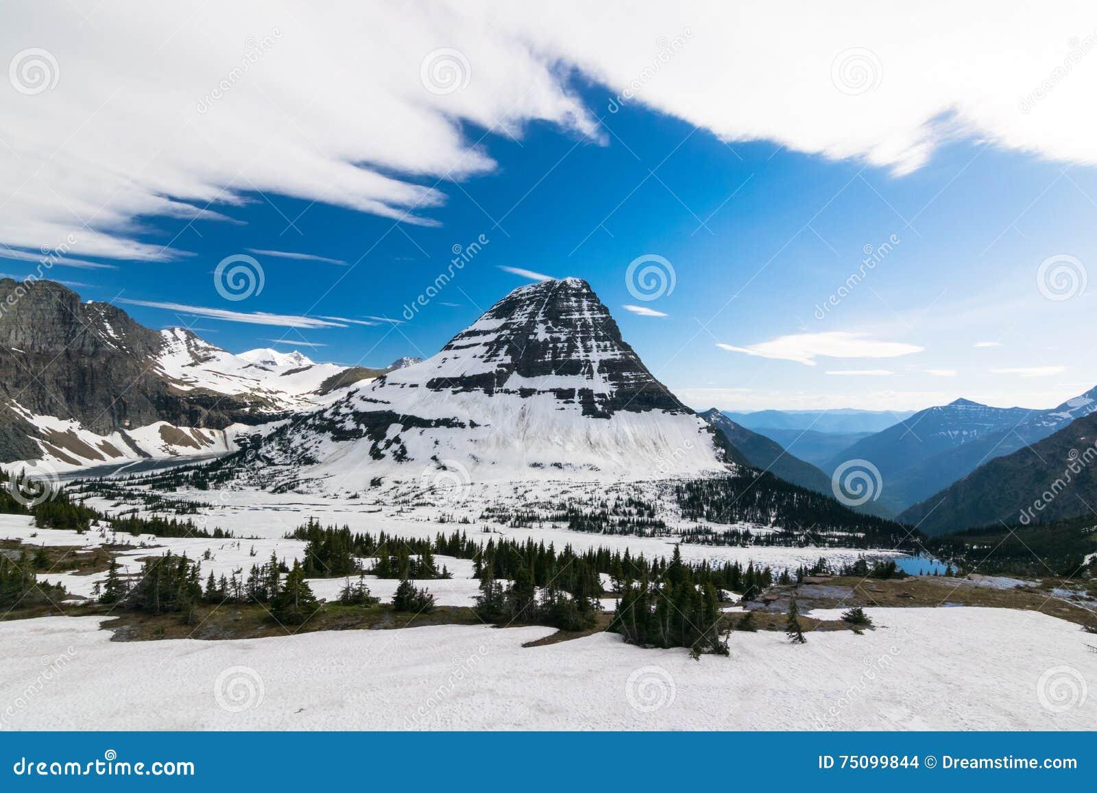 Спрятанный пункт вида на озеро на национальном парке ледника